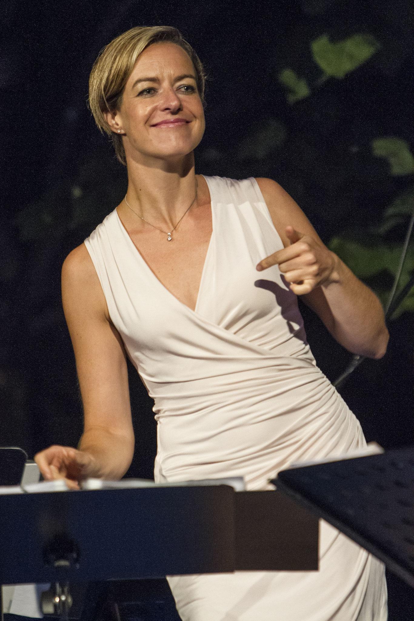 Partyband 'the flow' mit Sängerin Sigrun Schumacher bei Sommerabend der Wirtschaft, VRM, Mainz