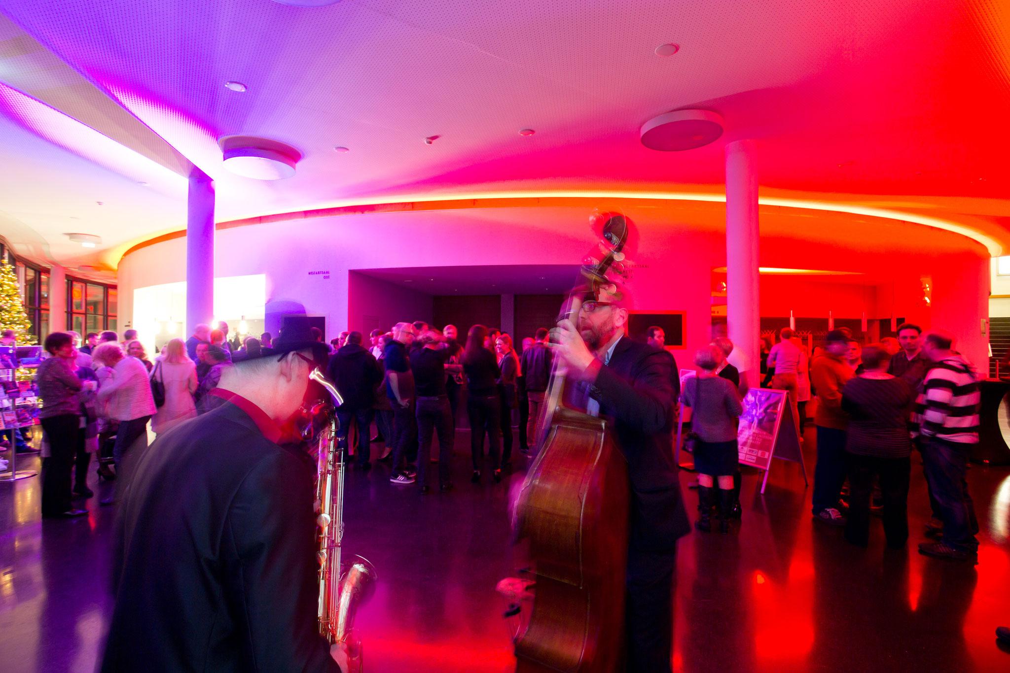 Duo Buskers Deluxe mit Saxofon & Kontrabass bei Business Event im DAS WORMSER, Worms
