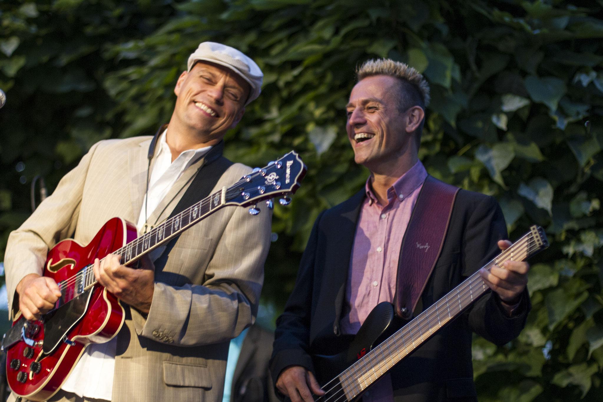 Partyband 'the flow' mit Sänger bei Sommerabend der Wirtschaft, VRM, Mainz