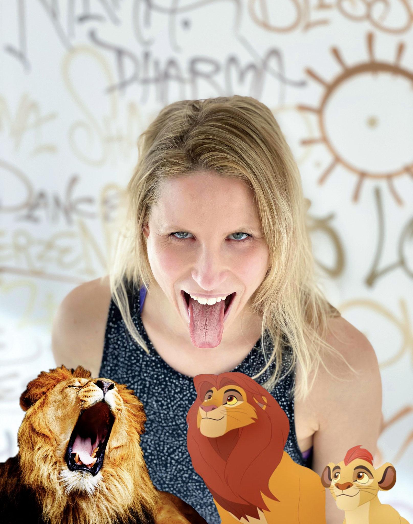 Brüllen wie ein Löwe? Na klar! Sarah zeigt dir, wie es geht!