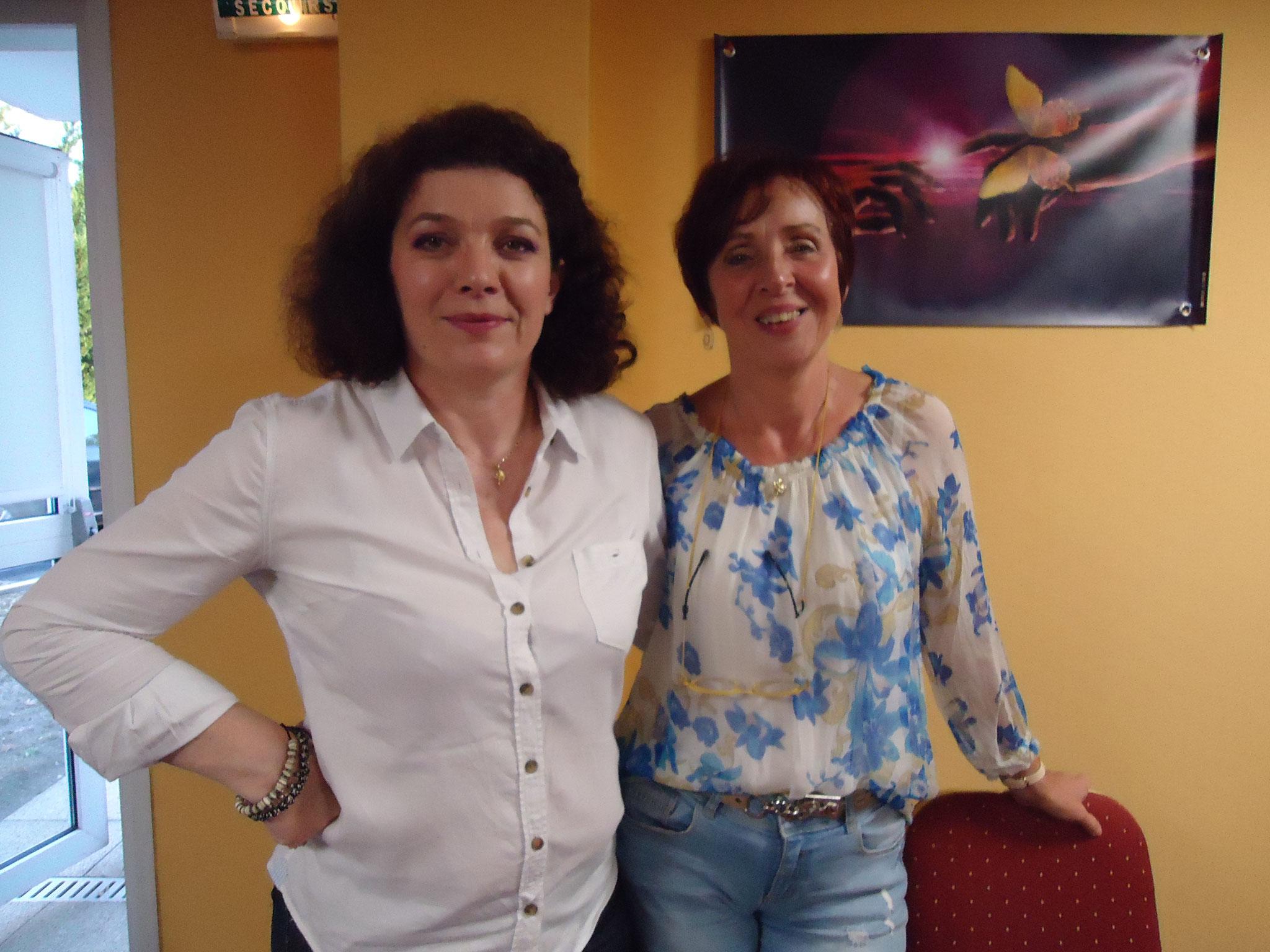Véronique Joséphine,médium conférencière(à gauche)