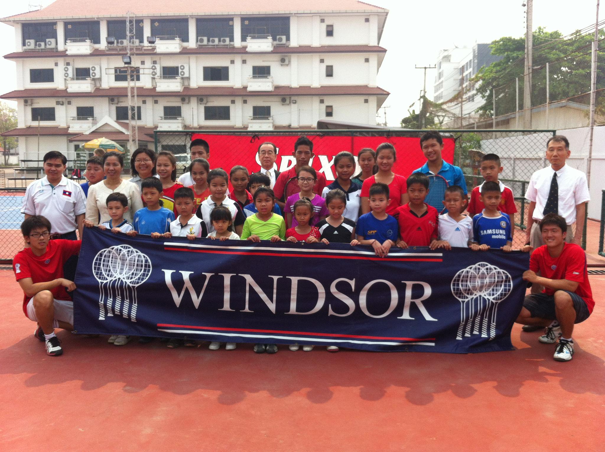 ラオステニス協会での集合写真
