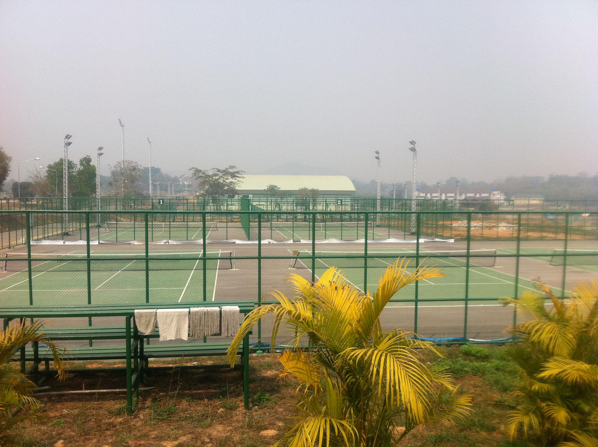 整備されたスポーツコンプレックス・テニスコート
