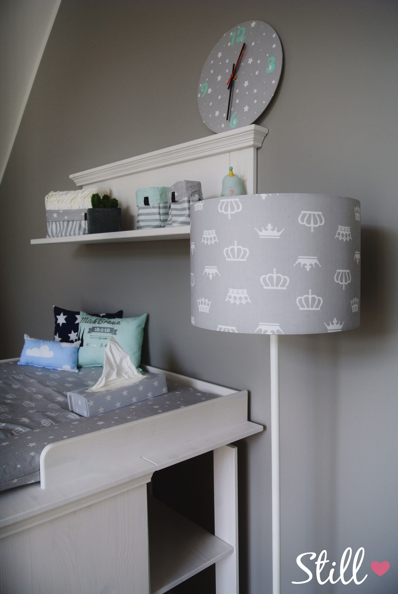 Lampenschirm & Wickelkommode