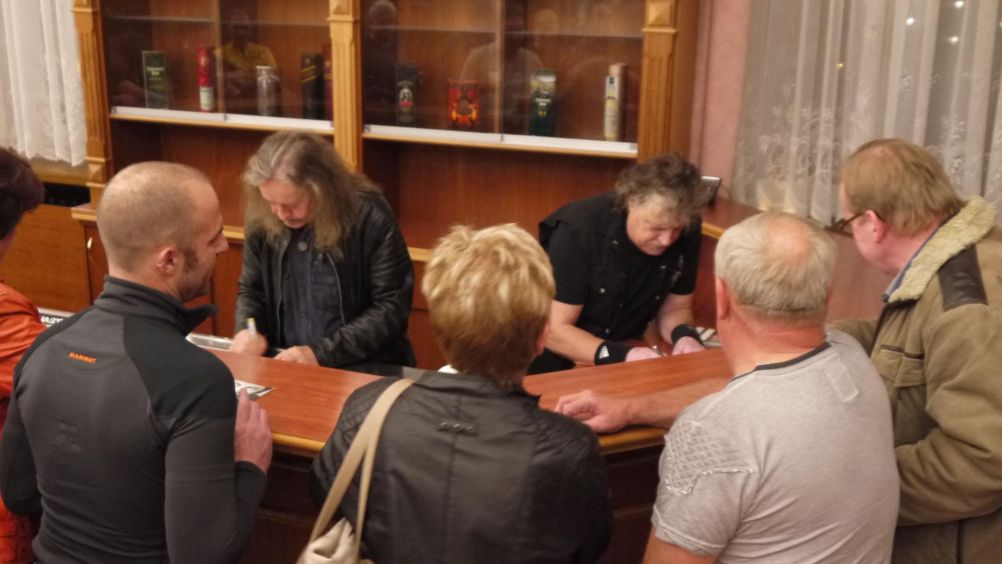 Autogrammstunde nach der Show.
