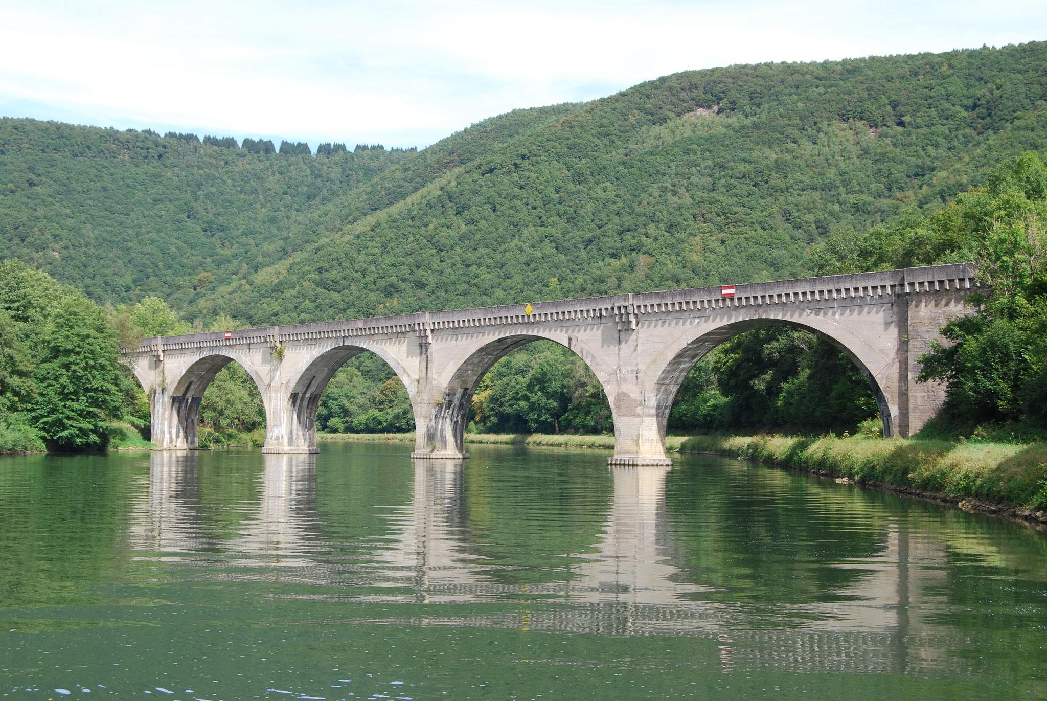 Eisenbahnbrücke bei Revin