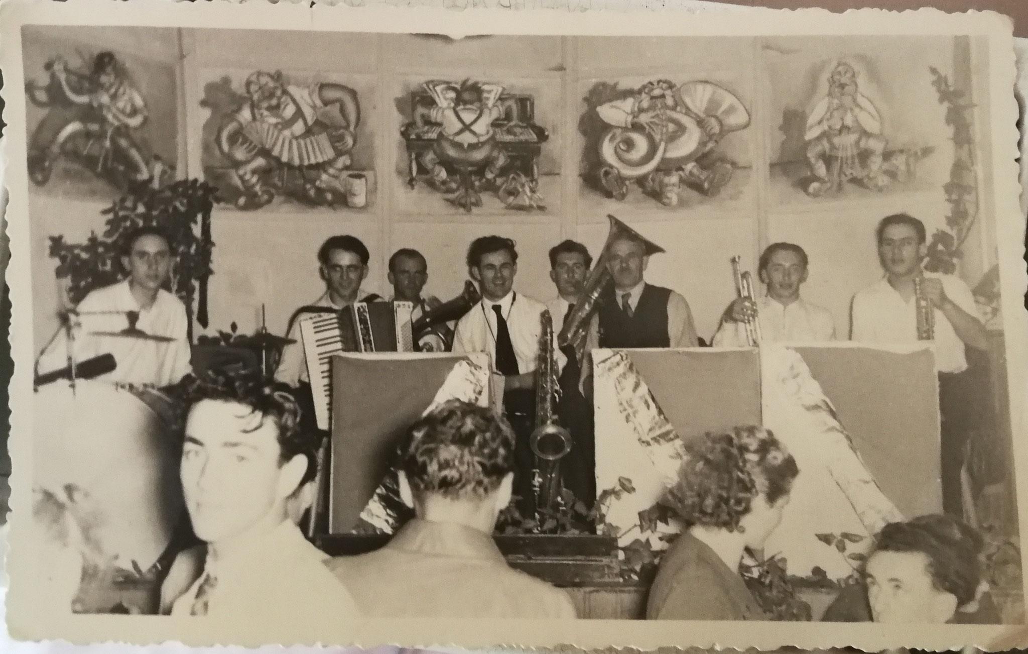 Musikanten mit Michael und Georg Maul, Kurhaus Regelsmühle, 1951