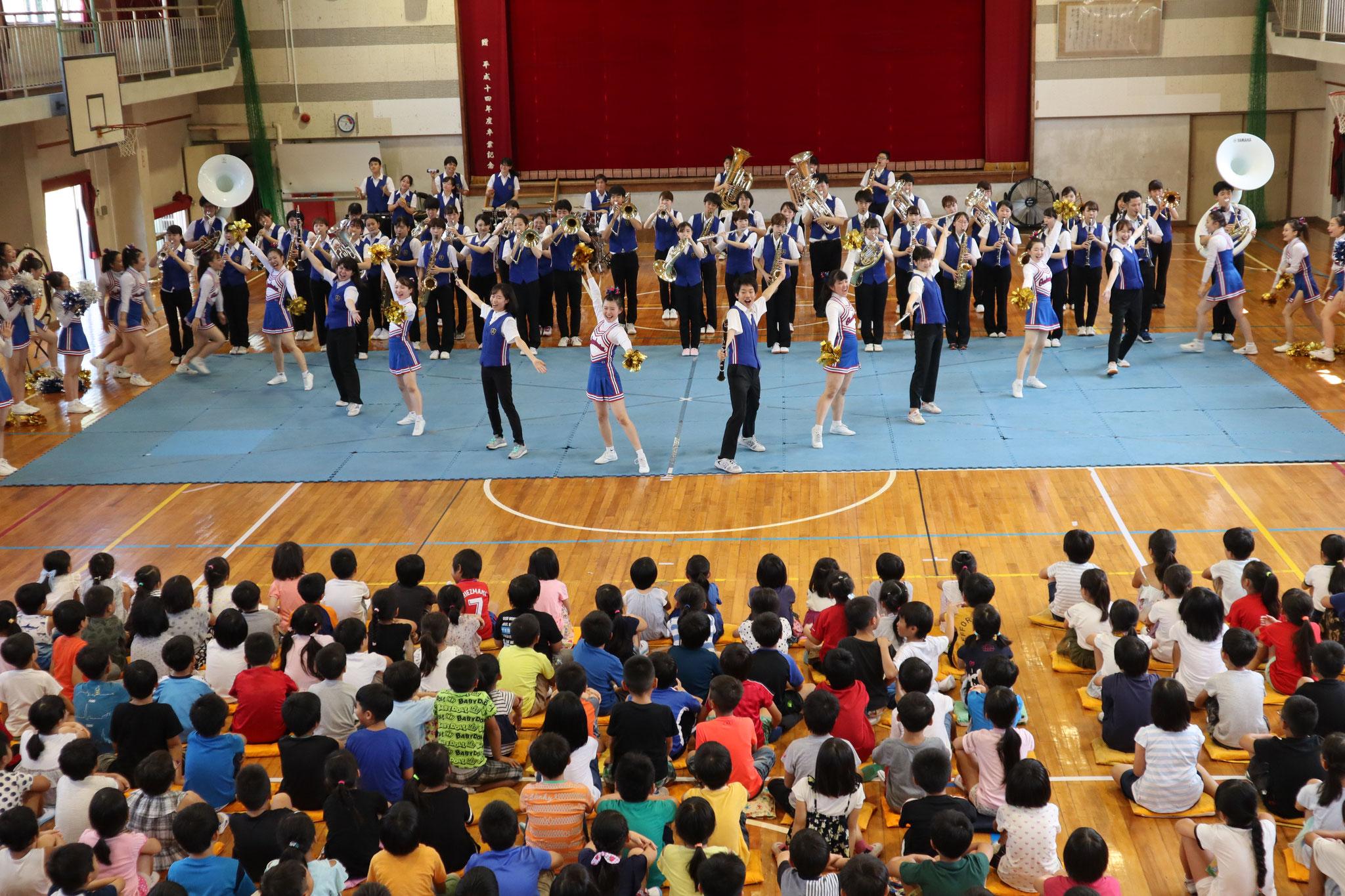 香貫小学校でのステージ