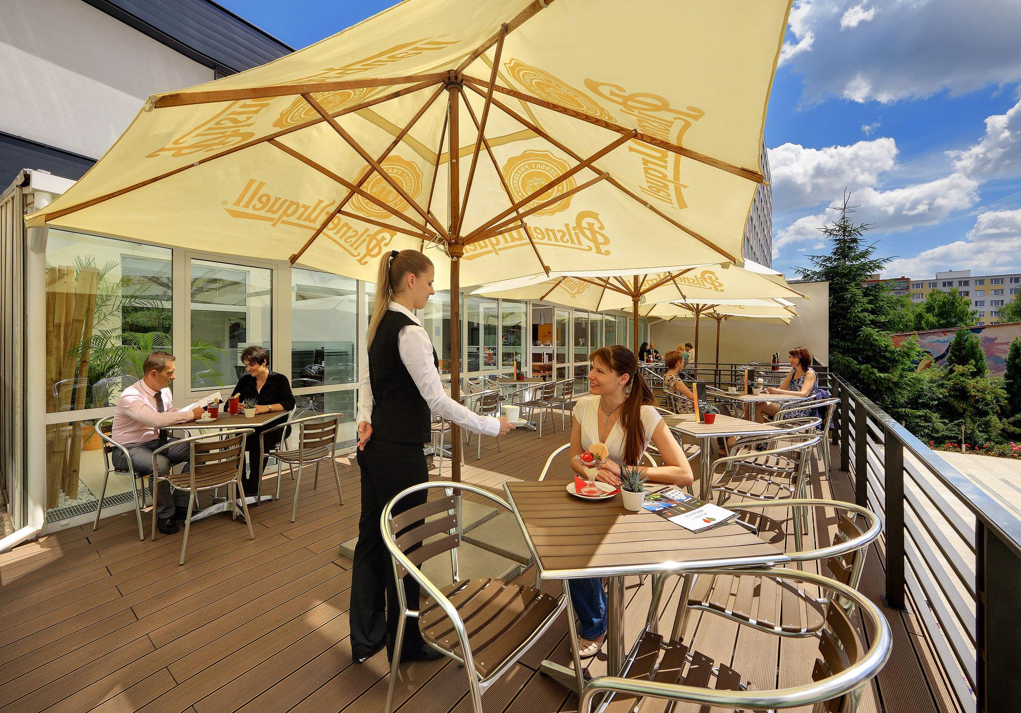 Gastfreundschaft auf der Terrasse