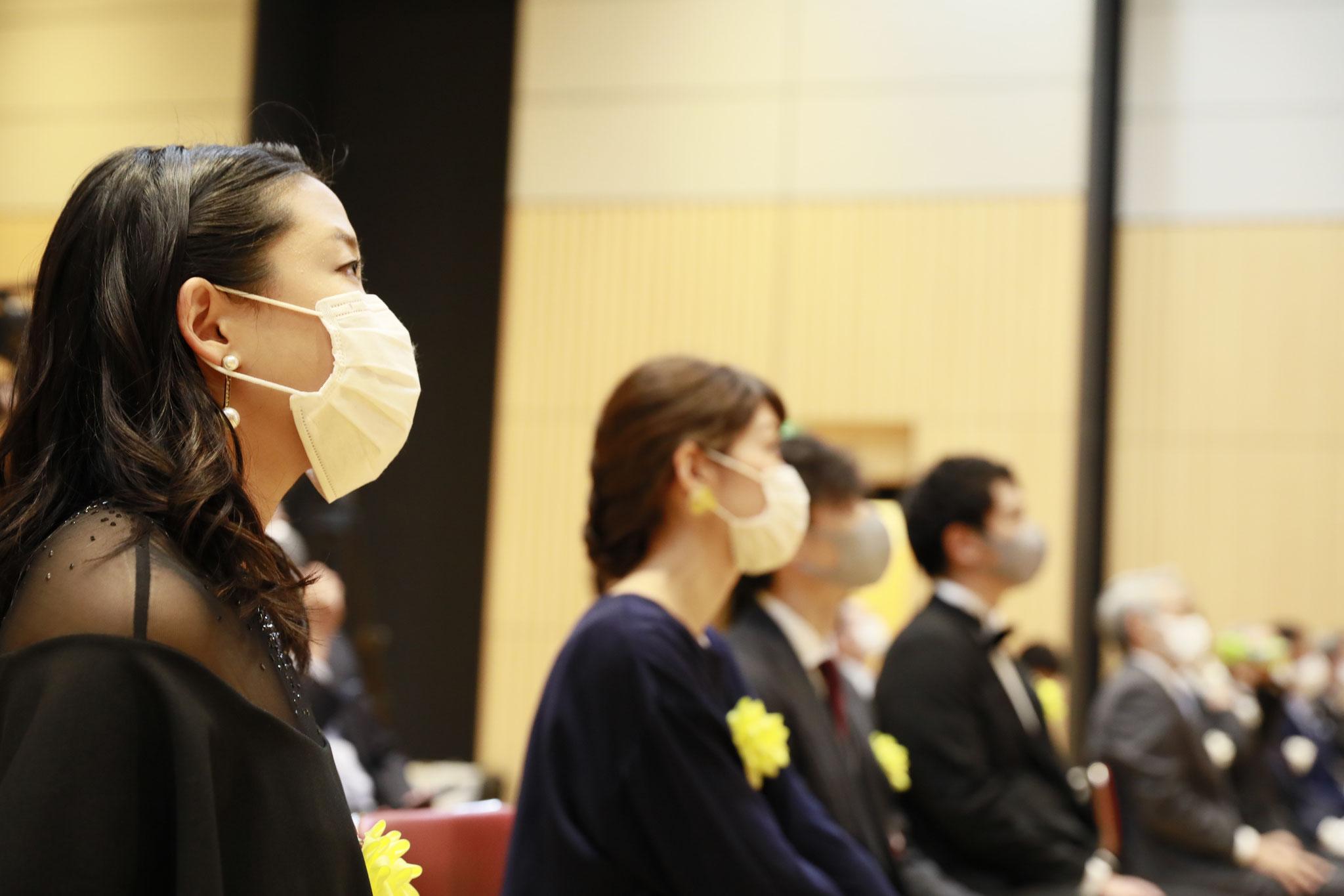 会場は無観客とし、マスクの着用・間隔をあけての着席などを徹底いたしました。