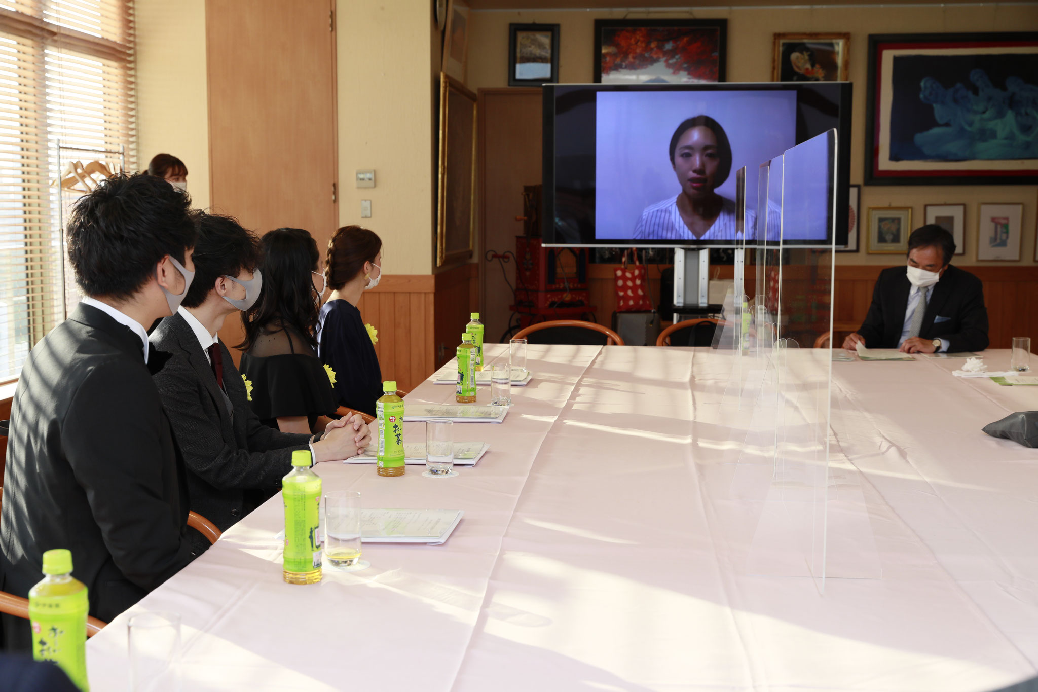 オンライン参加の高桑審査委員からビデオメッセージをいただきました。