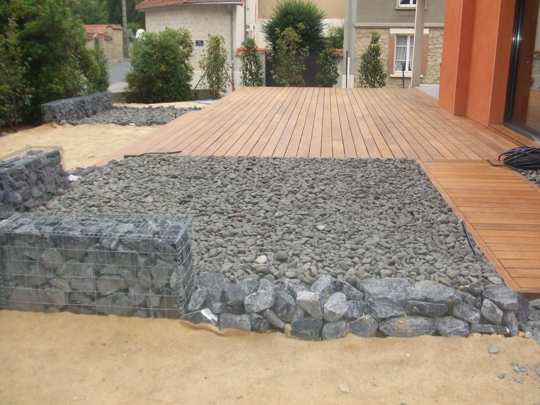aménagement de terrasse minerale et bois après