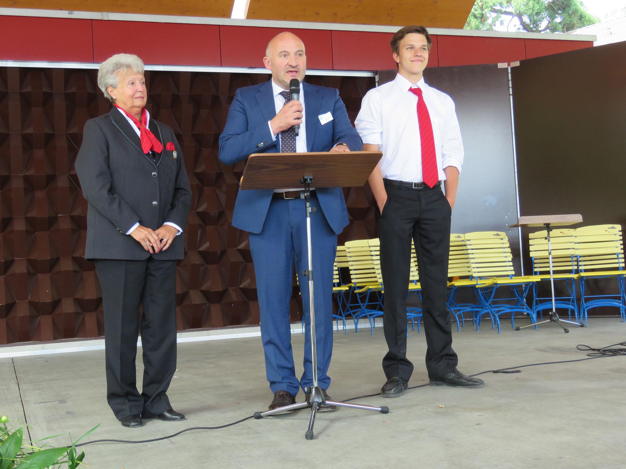 Ein Vertreter des Luzerner Kantonalen-Blasmusikverbandes hielt seine Rede mit Hilfe von zwei Mitgliedern der Feldmusik.