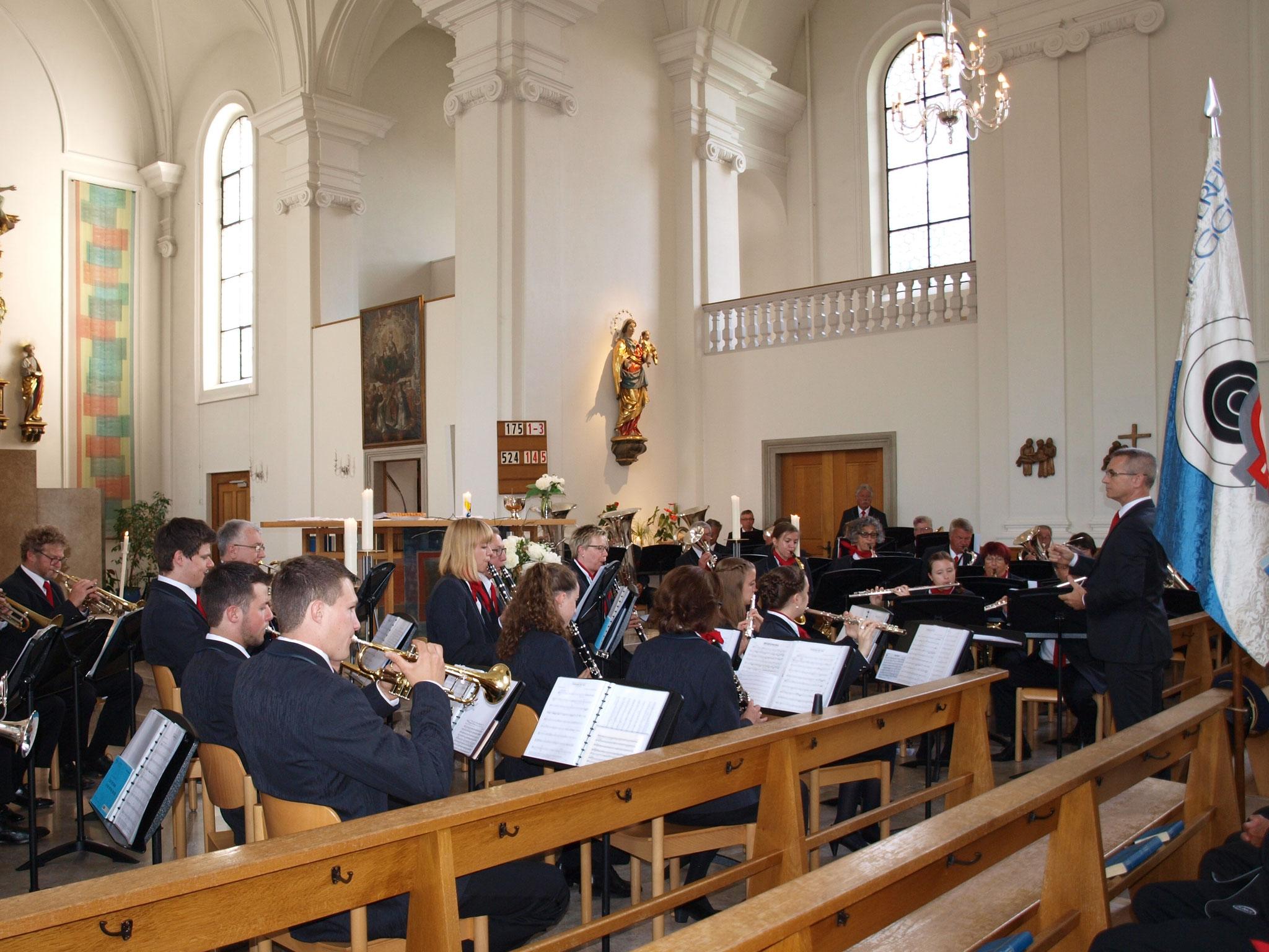 Die Feldmusik umrahmte den Gottesdienst musikalisch.