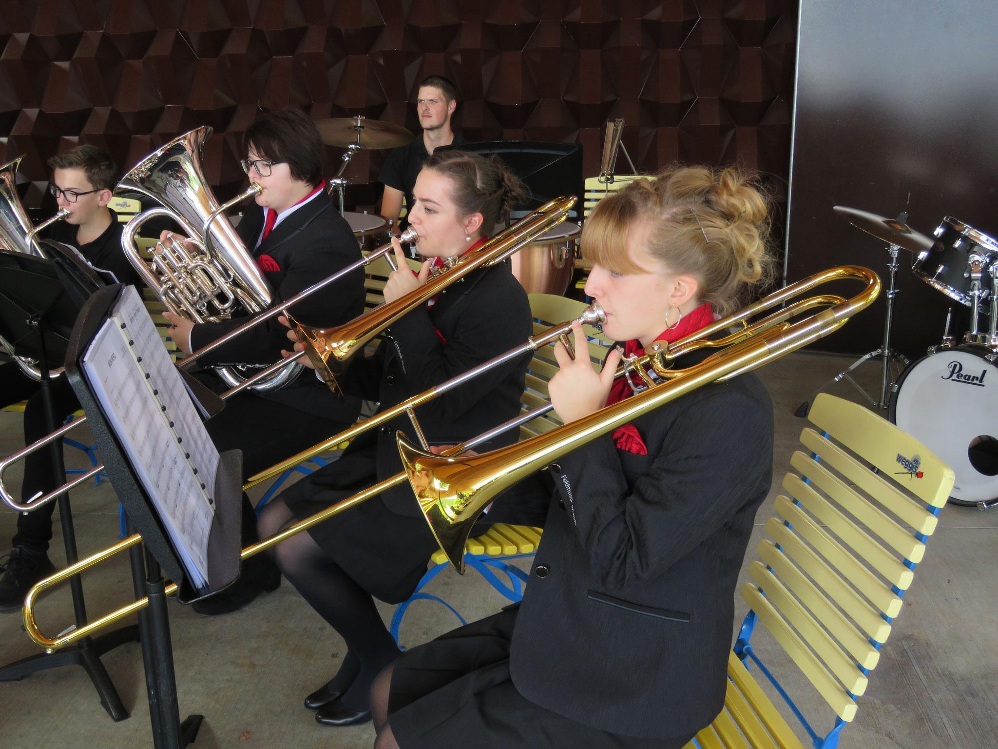 Viele Jugendmusikantinnen und Jugendmusikanten sind auch in der Feldmusik Weggis und in der Musikgesellschaft Vitznau.
