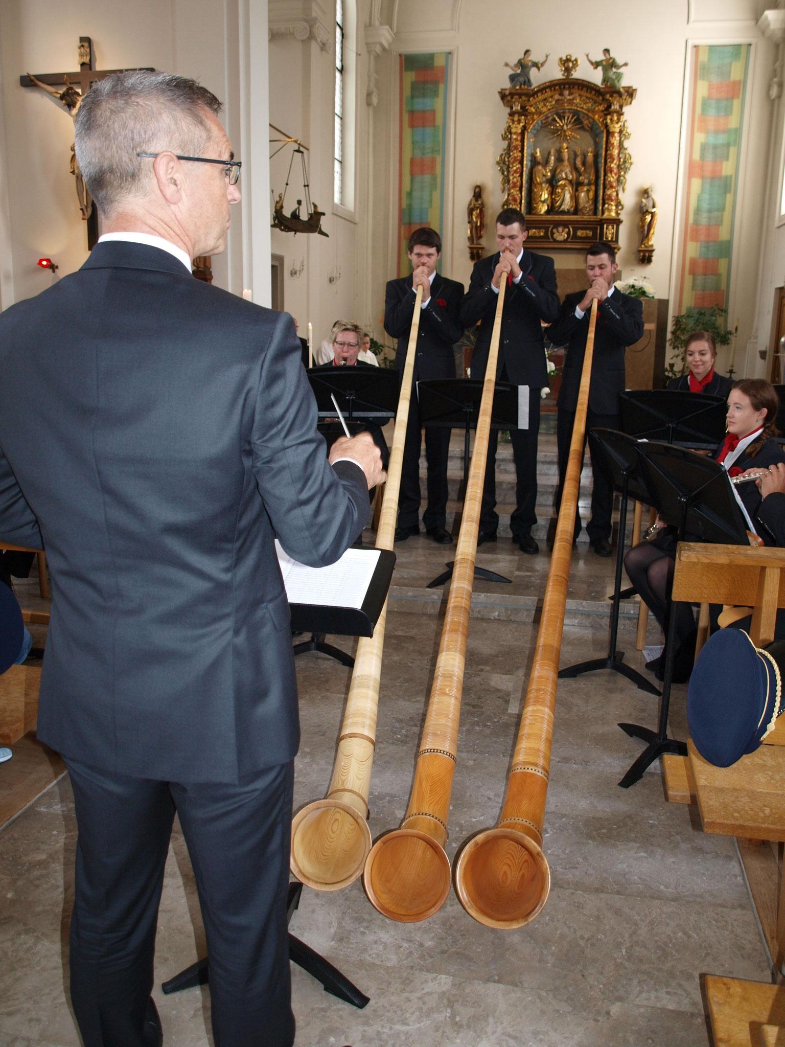 Unsere drei Alphornisten füllten die Kirche mit wunderschönen Klängen.