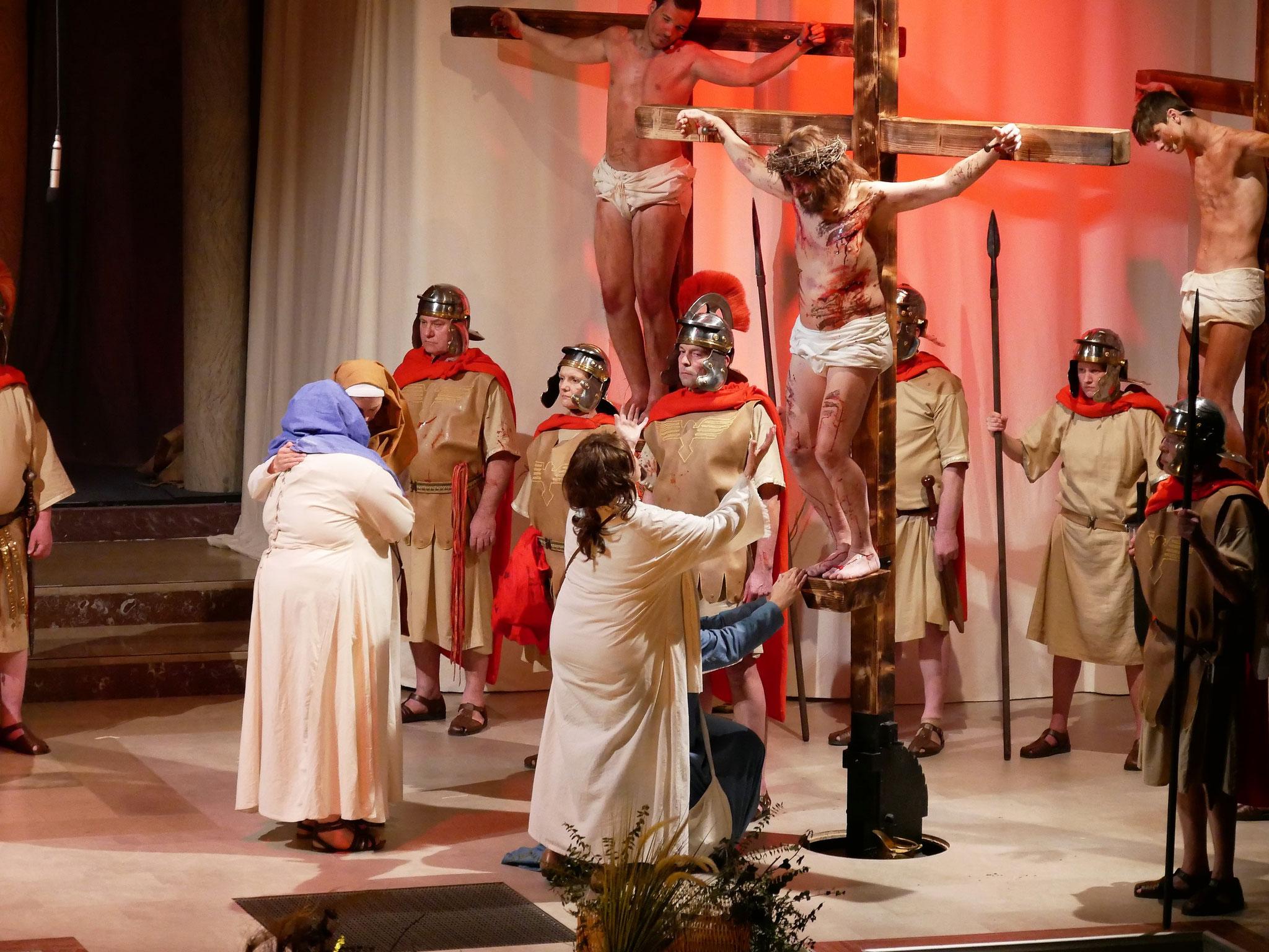 Maria, Maria Magdalene und Johannes unter dem Kreuz