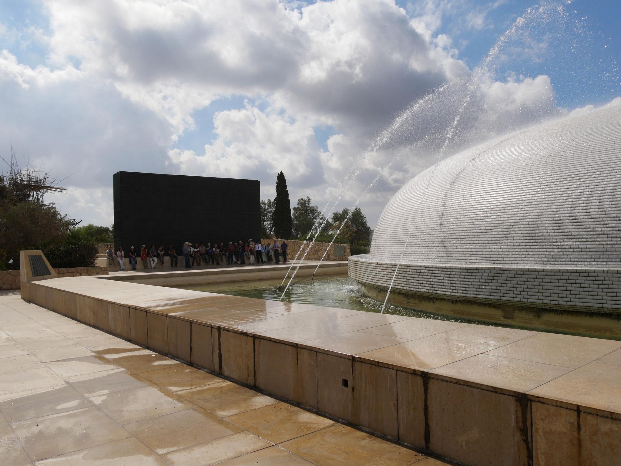 In dem Kuppelgebäude wird die Jessaja-Rolle gezeigt