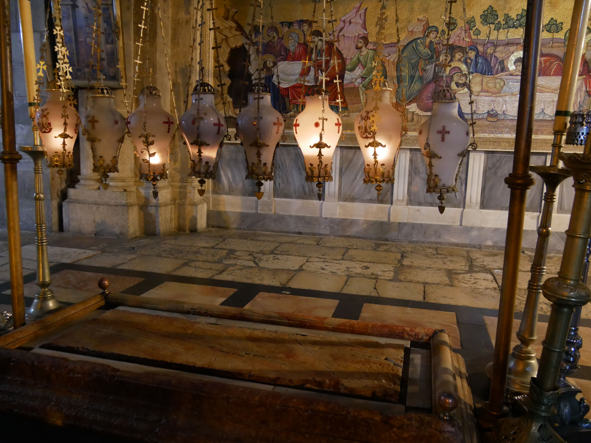 Der Salbungsstein in der Grabeskirche