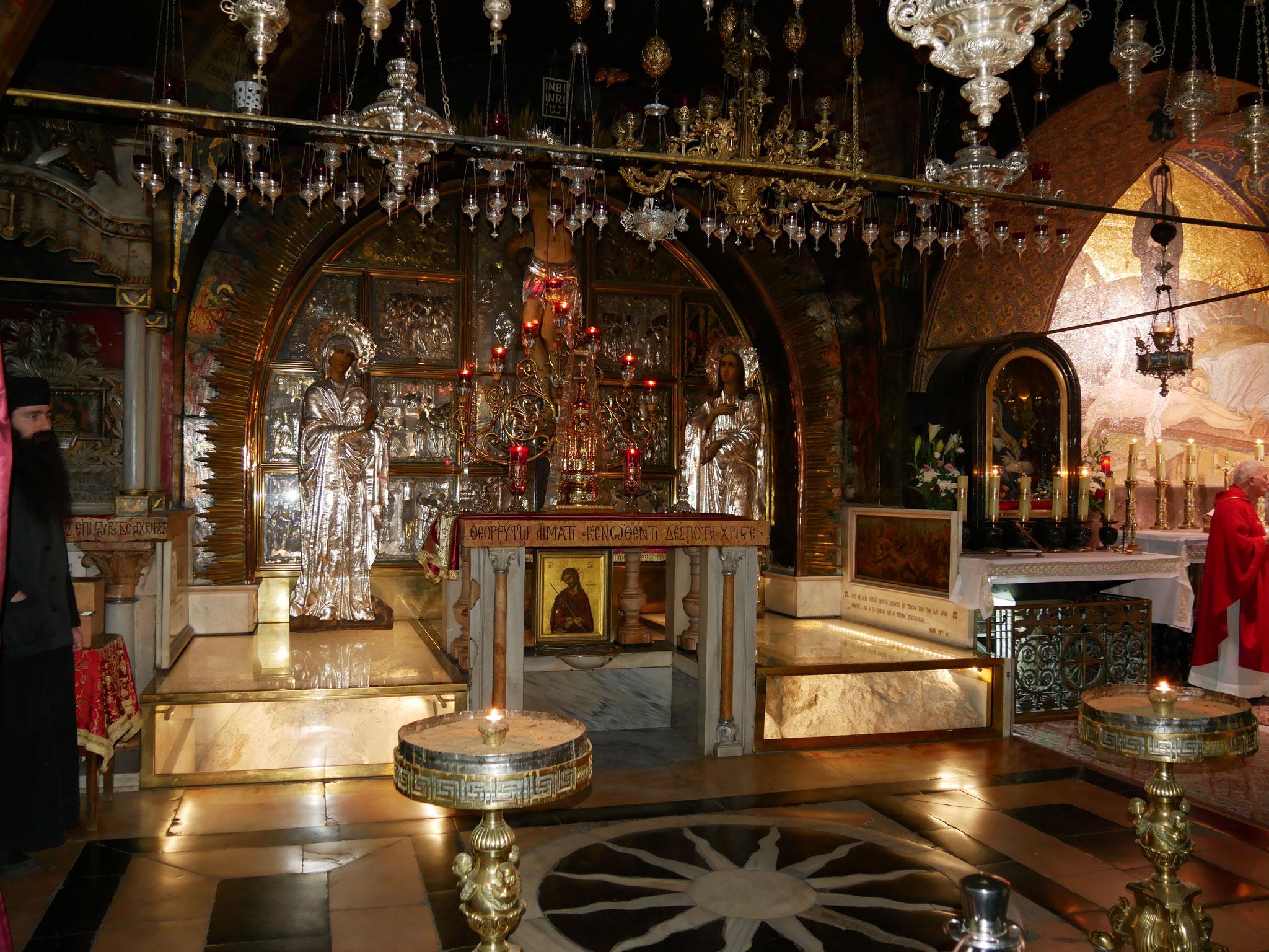 Der Golgotha-Stein - unter dem Altar
