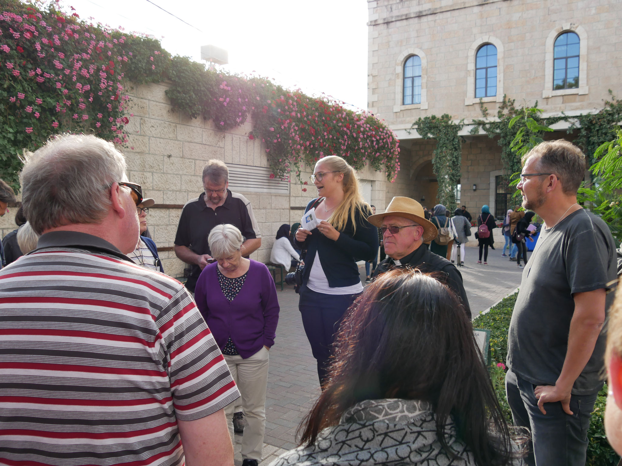 Eine deutsche Studentin zeigt uns die Päpstliche Universität von Bethlehem