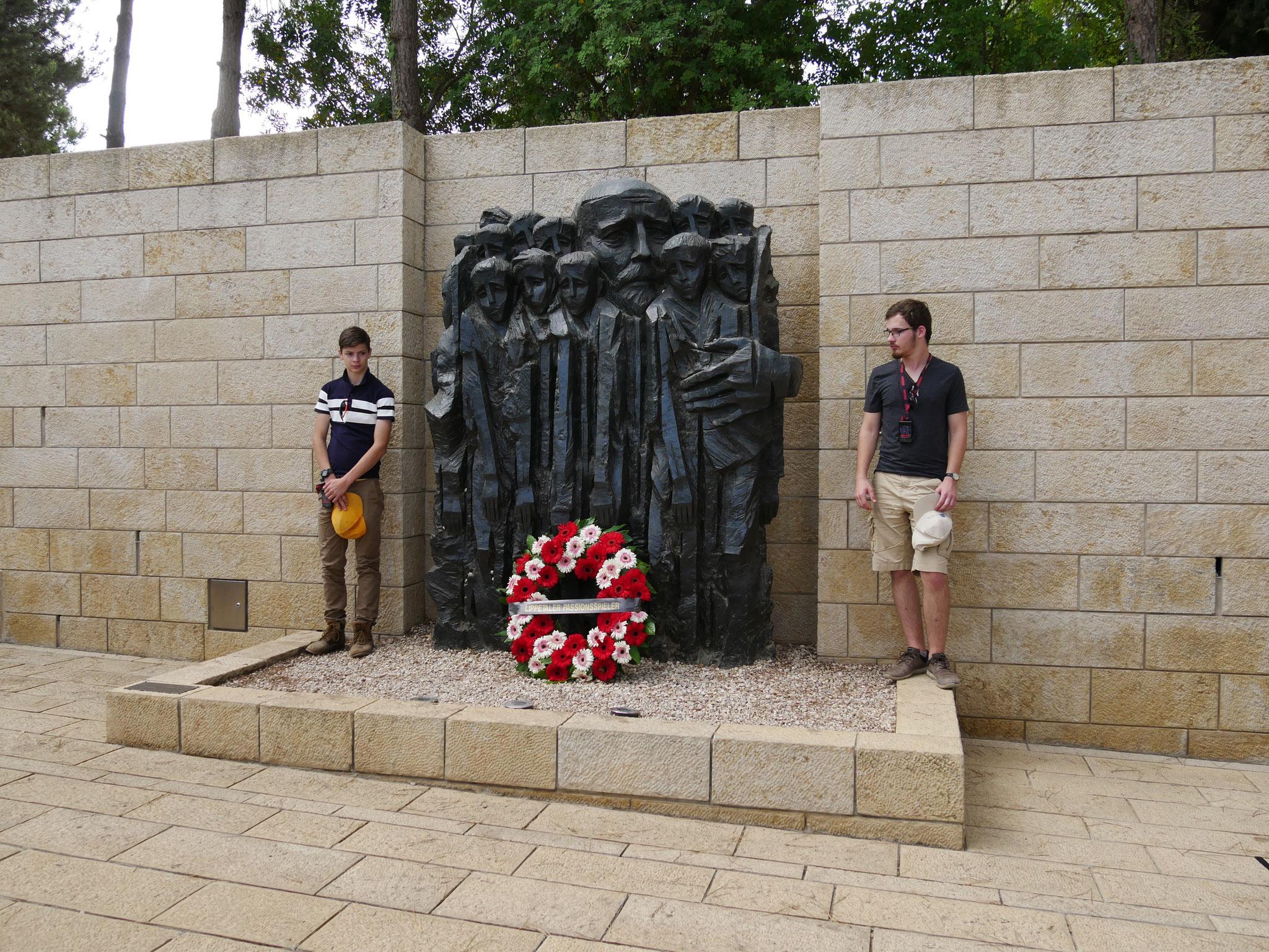 Kranzniederlegung am Denkmal für Janusz Korczak
