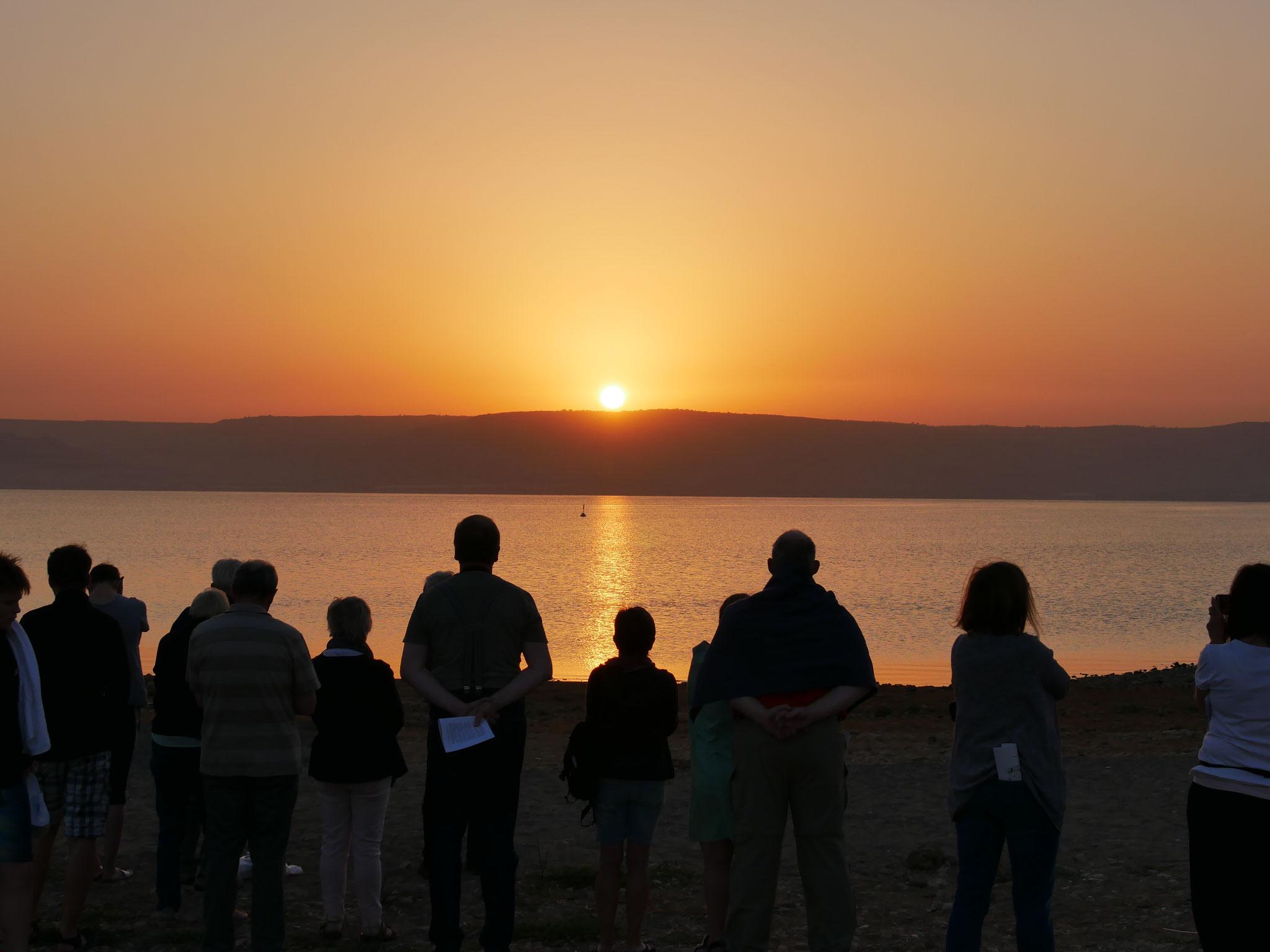 Morgenlob bei Sonnenaufgang am See Genezareth