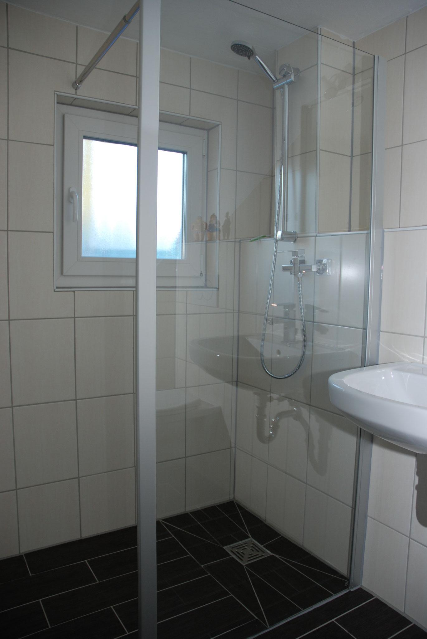Ebenerdige Dusche (ca.90x140) unten