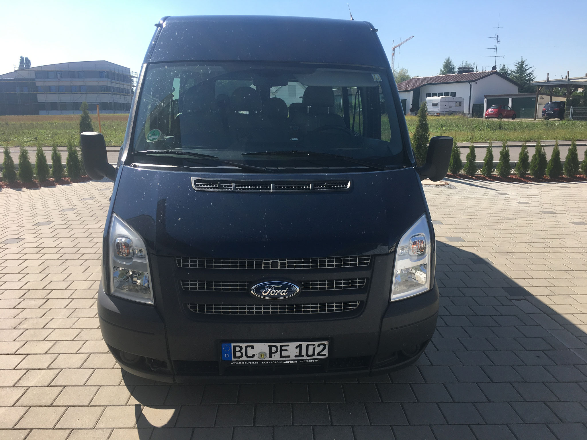 Ford Transit, wahlweise als 9-Sitzer oder ohne Bestuhlung als Transporter