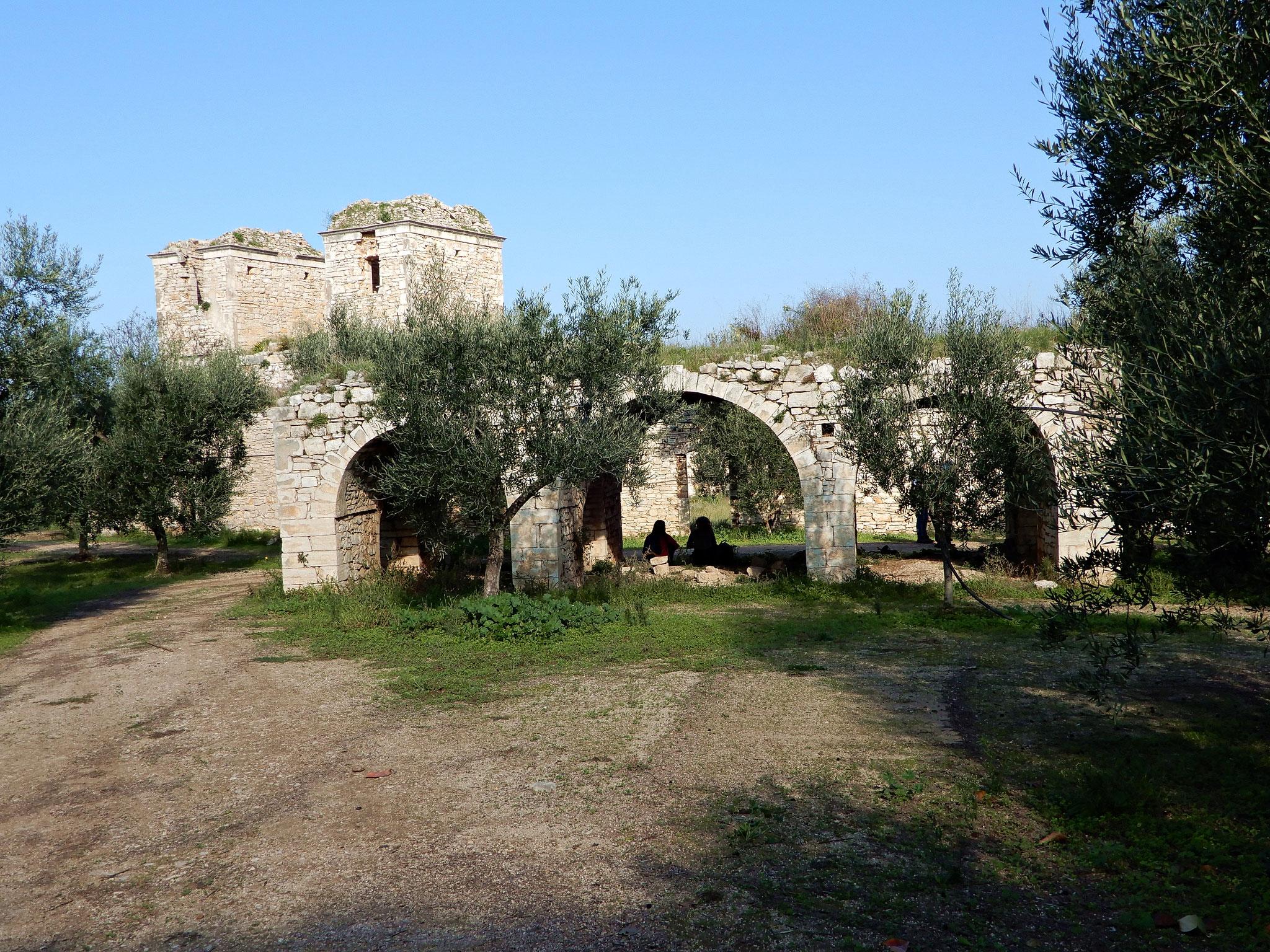 Lame, dolmen e casali medievali: Murgia barese