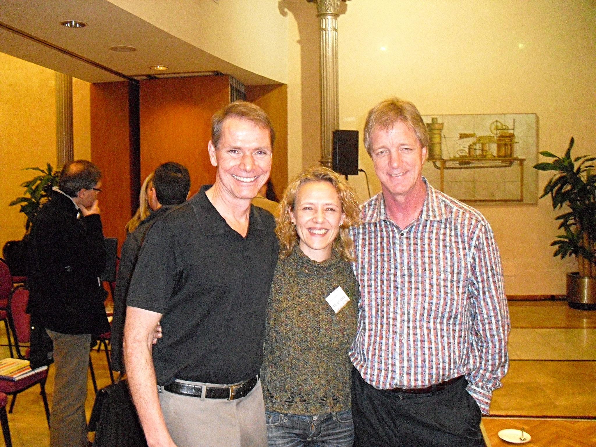 Con Robert Dilts y Stephen Gilligan mirando la foto de izda a dcha.