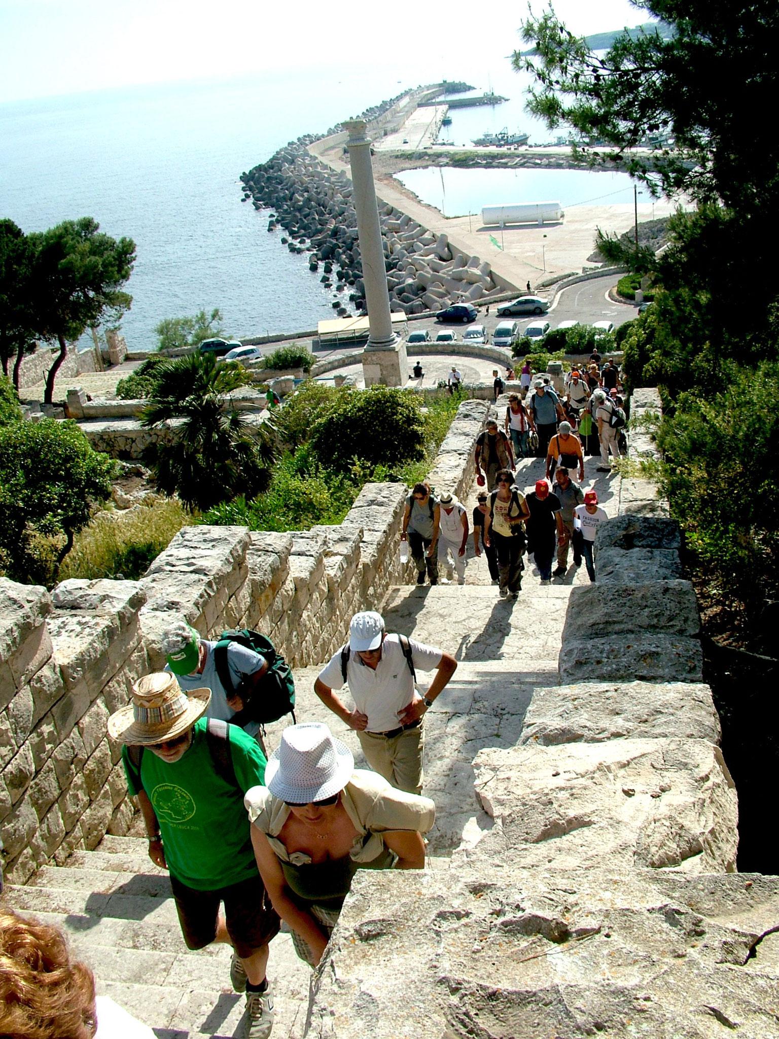 Salita della scalinata per raggiungere il Santuario di Leuca  | Ezio Sarcinella