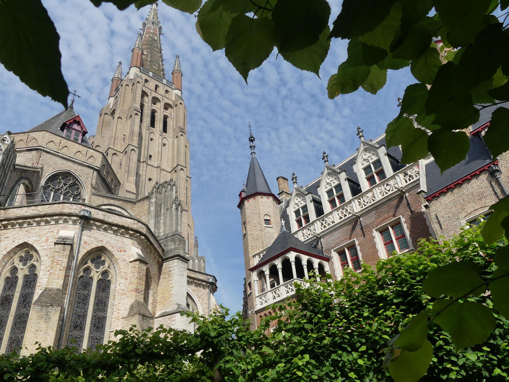 Eglise Notre dame de Bruges et ancien hôpital transformré en musée