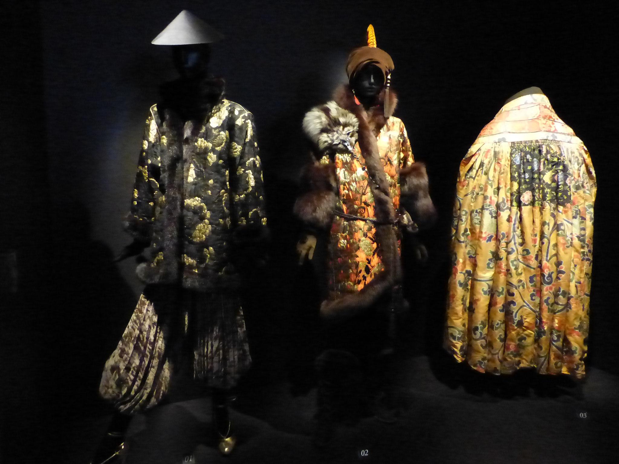 Vêtements de soie damassé et lamé