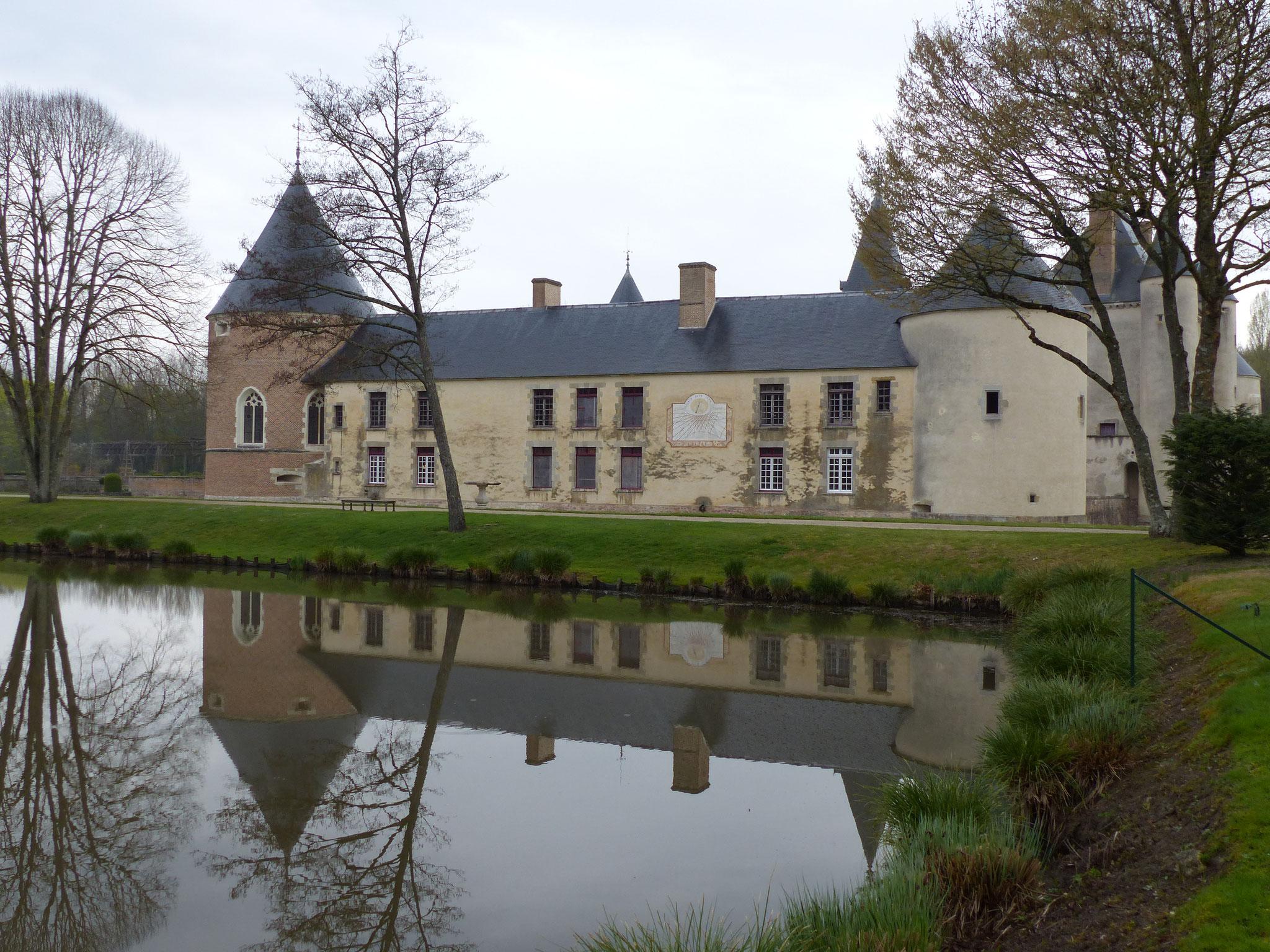 Château de Chamerolles avec son cadran solaire