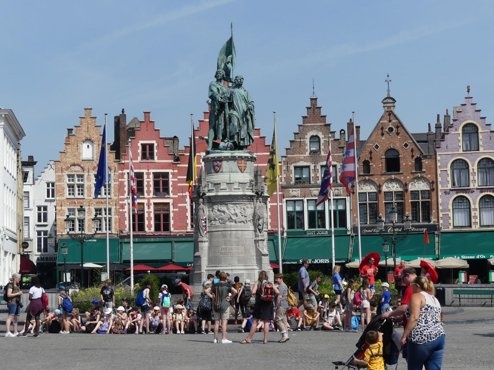 Place du marché à Bruges