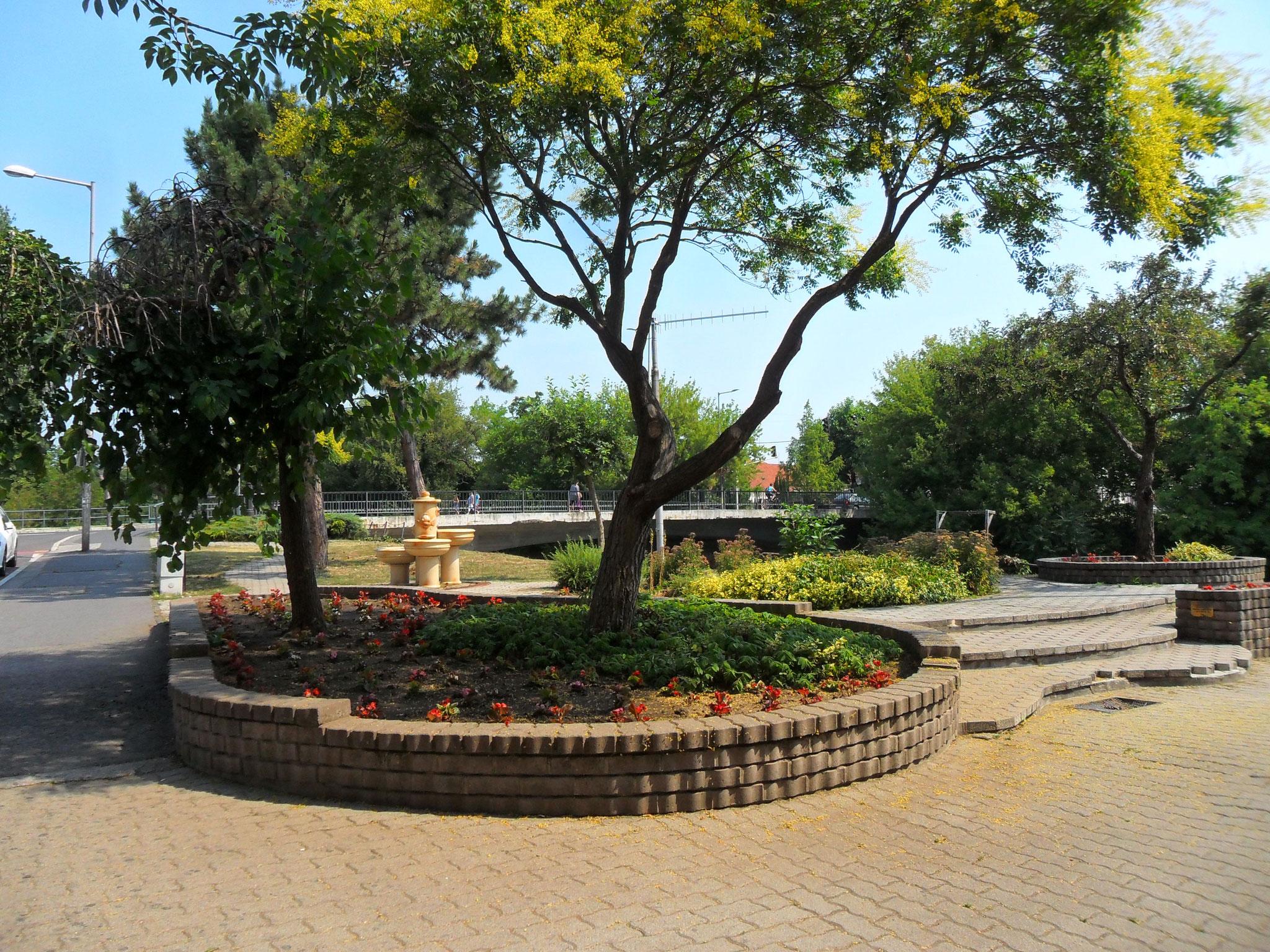 Parkanlage vor der Obst- und Gemüsehalle