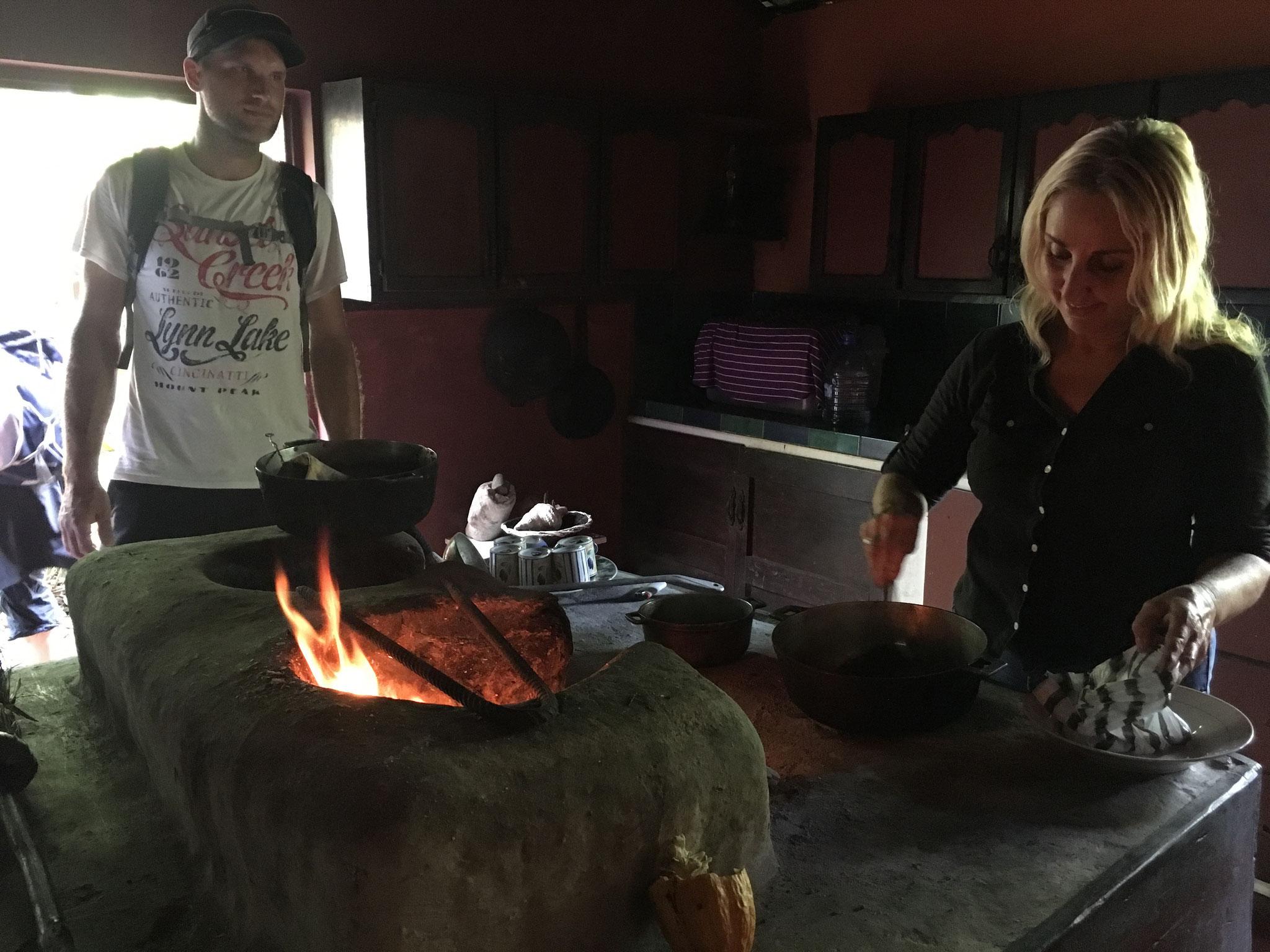 ehemalige Behausung/ frischer Kaffee auf offenem Feuer..