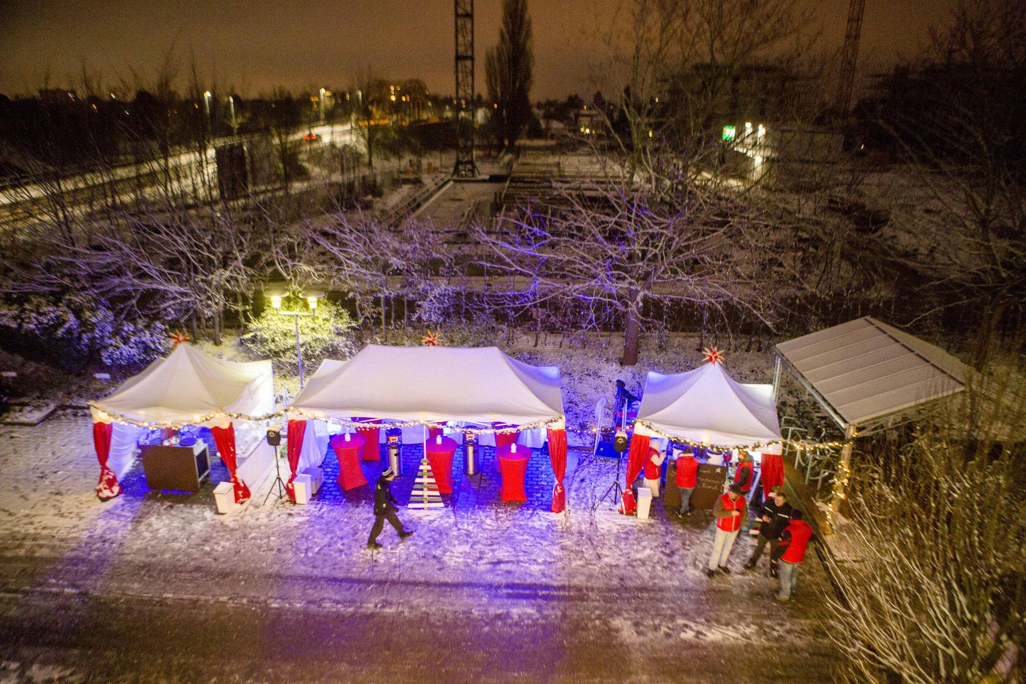 stimmungsvolle verschneite Weihnachtspagoden in Hannover