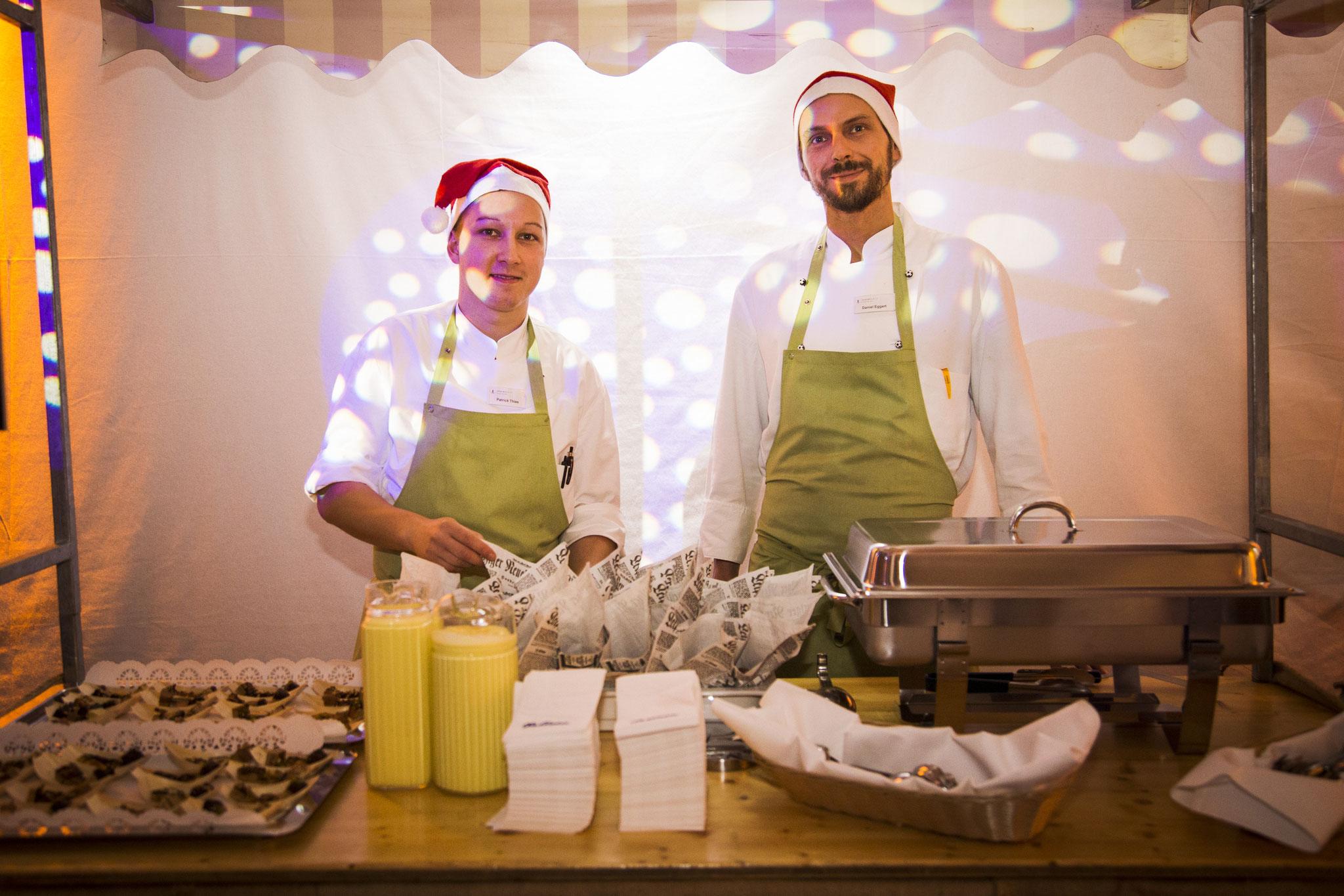 Köche mit leckerem Live Catering an Indoorständen in Köln