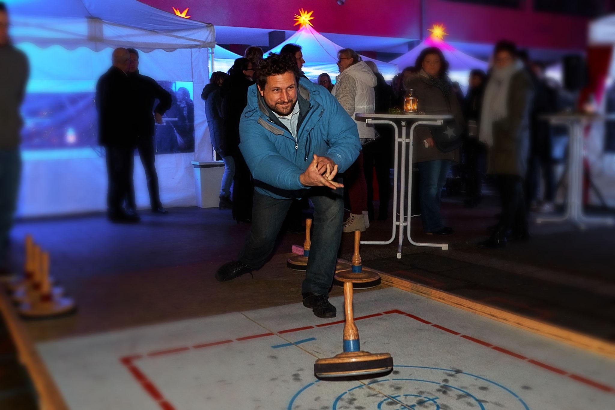 Teambuilding mit Curlingbahn.