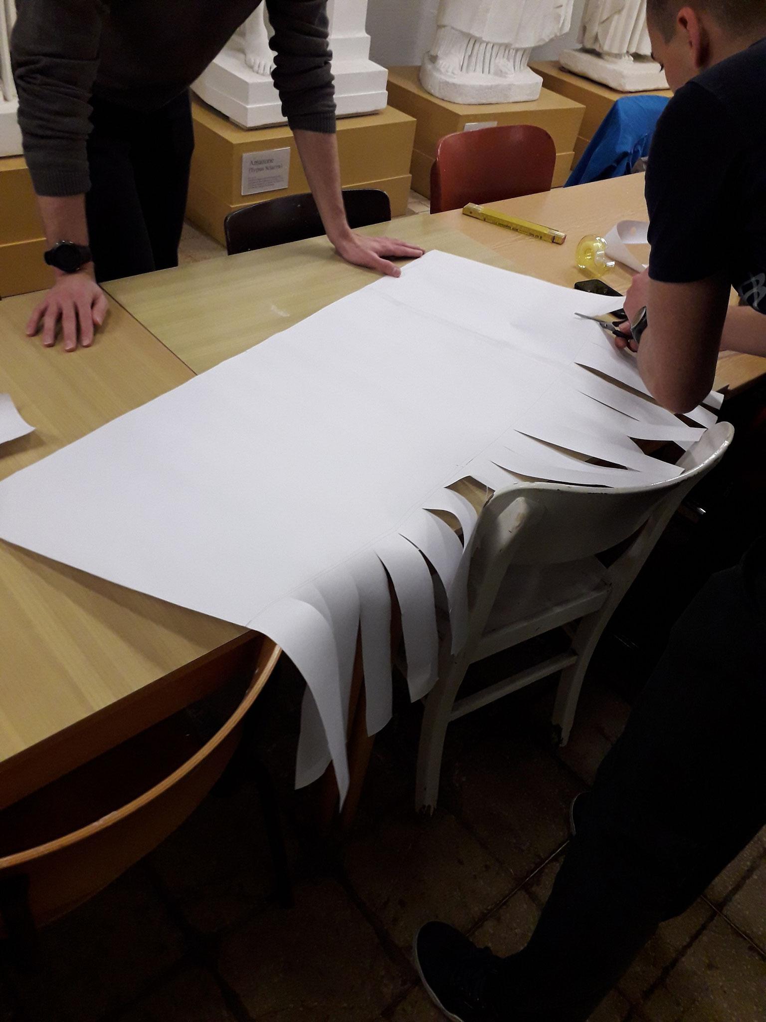 Die Schablone wurde mit Pteryges versehen, die jedoch nicht in Stoff ausgeführt wurden.