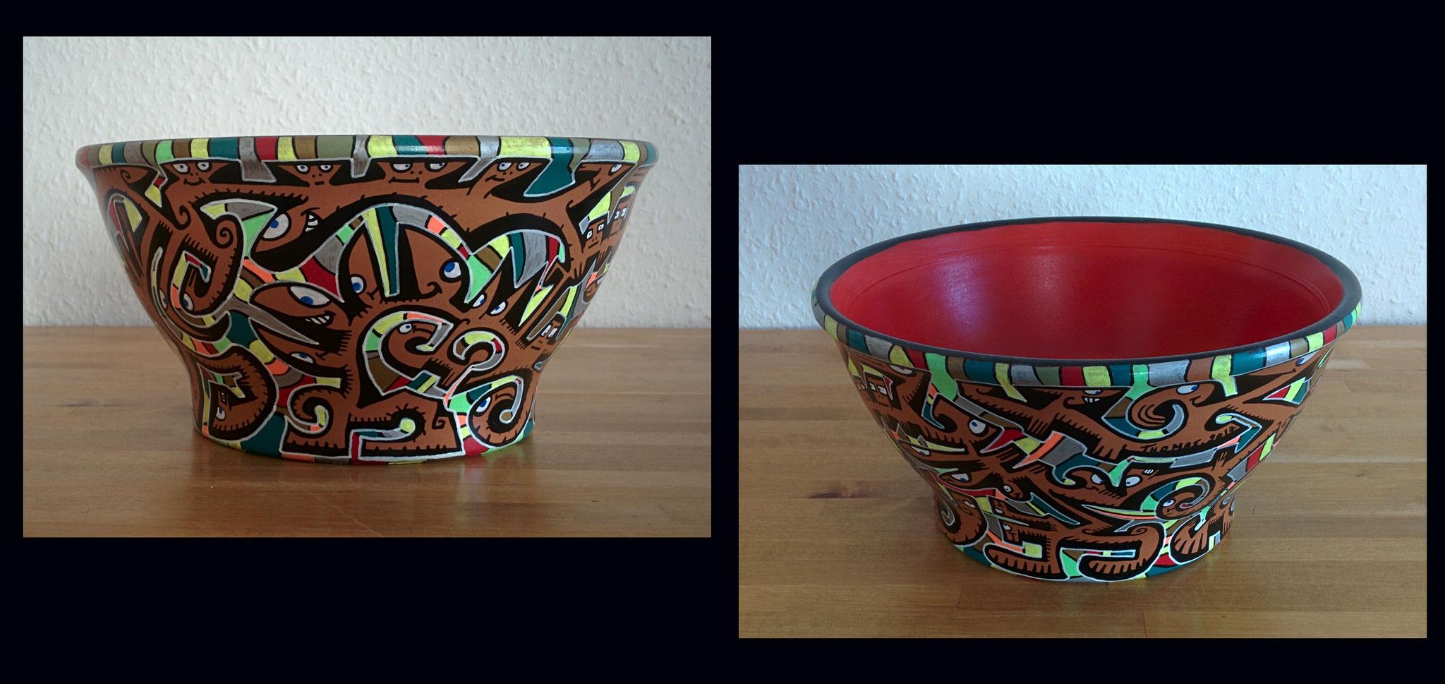 pot en terre cuite n°1/ diamètre 23cm/ hauteur : 11cm/ peinture et markers acrylique/ finition vernis brillant/ prix : 50 euros