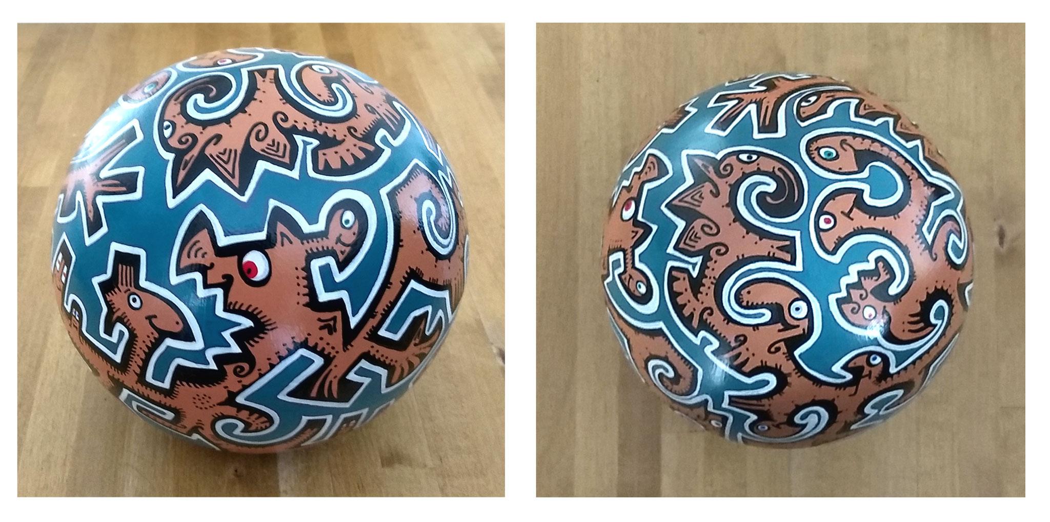 Sphère n°7/ sphère en terre cuite/ diamètre : 15 cm/ feutres acrylique/finition vernis satin/ prix : 35 euros