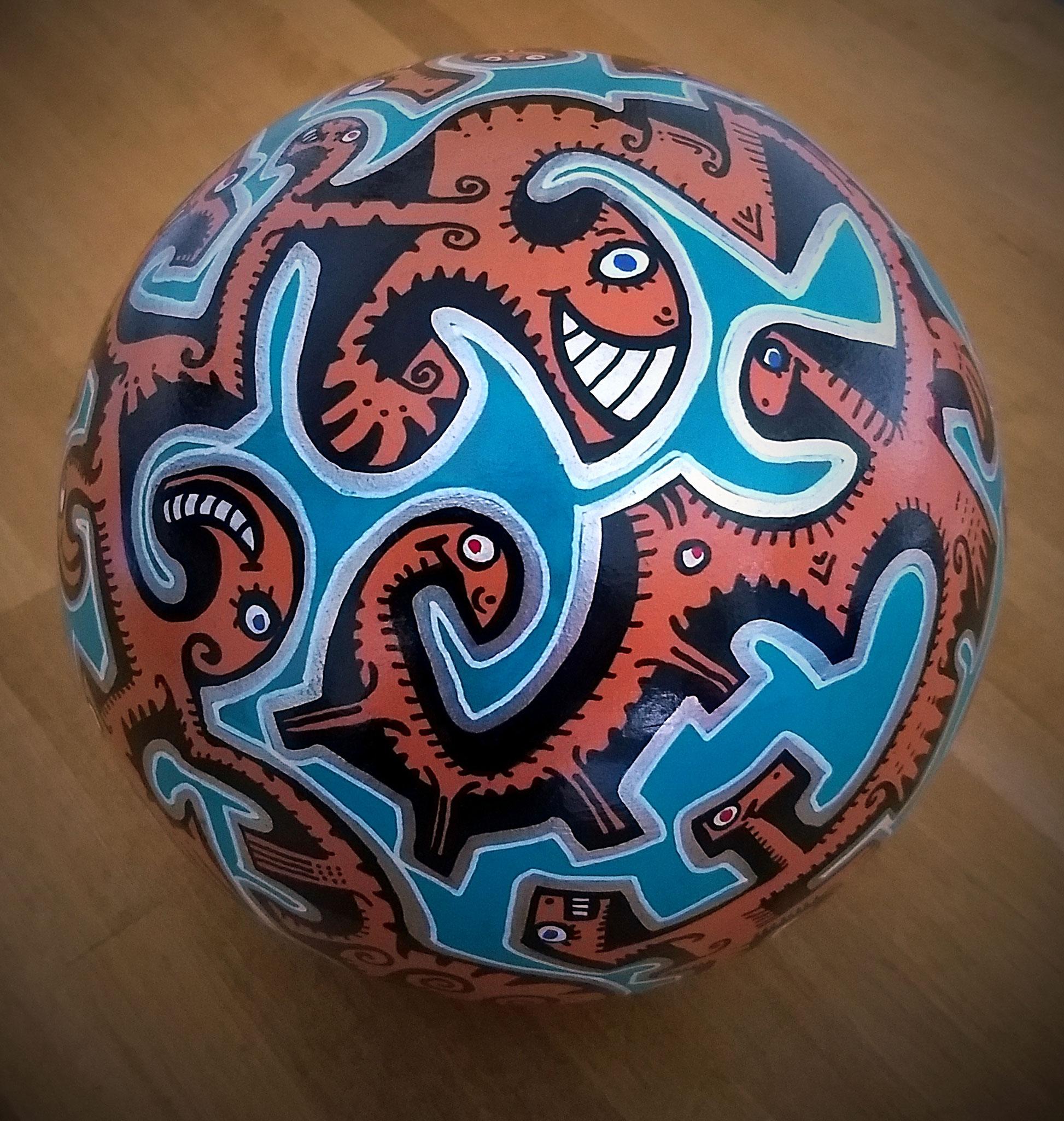 Sphère n°4 / sphère en terre cuite/ diamètre : 15 cm/ feutres acrylique/finition vernis satin/ VENDU