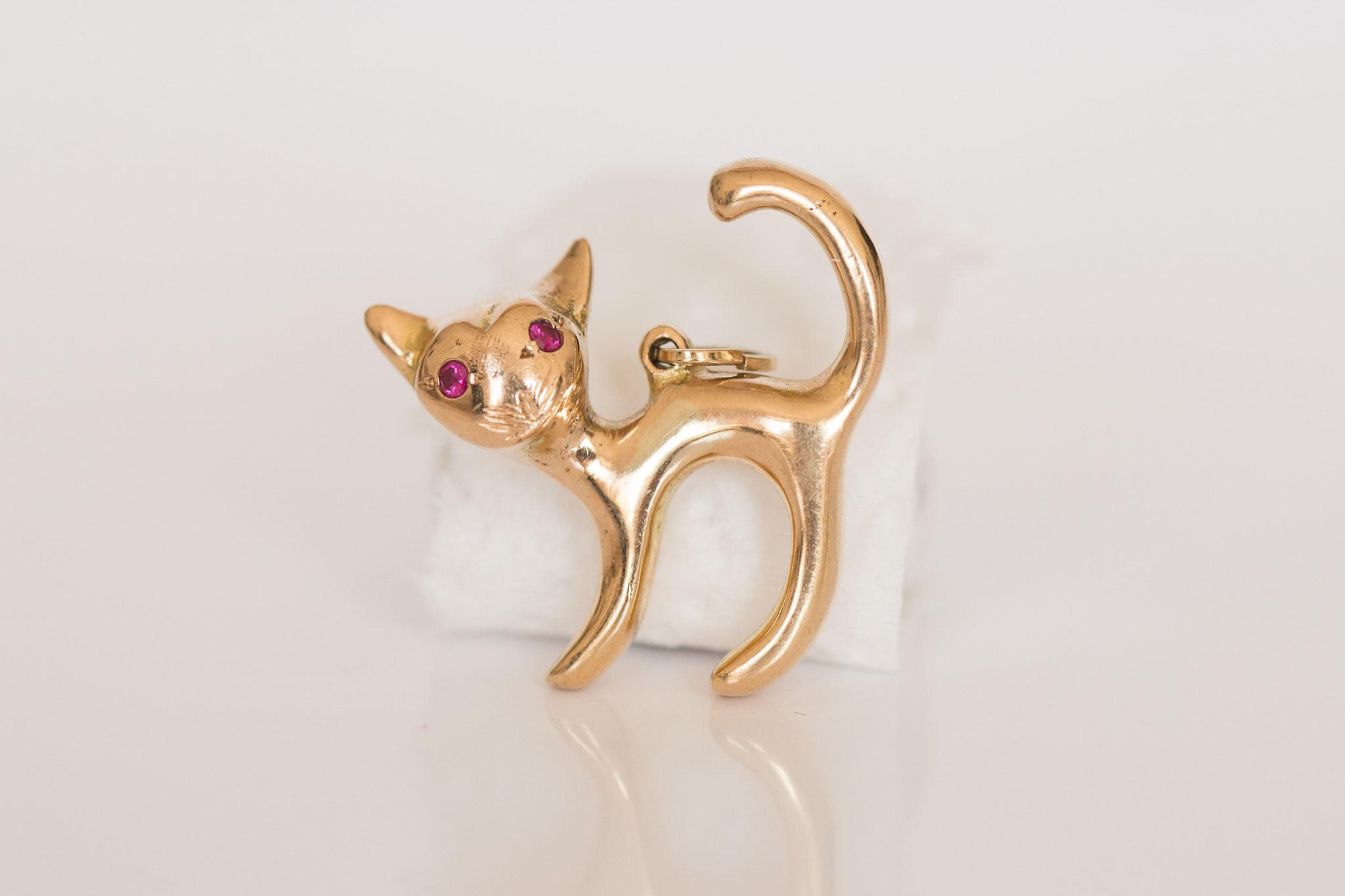 Vintage Katzenanhänger mit in 14 kt Gelbgold mit Rubin Augen