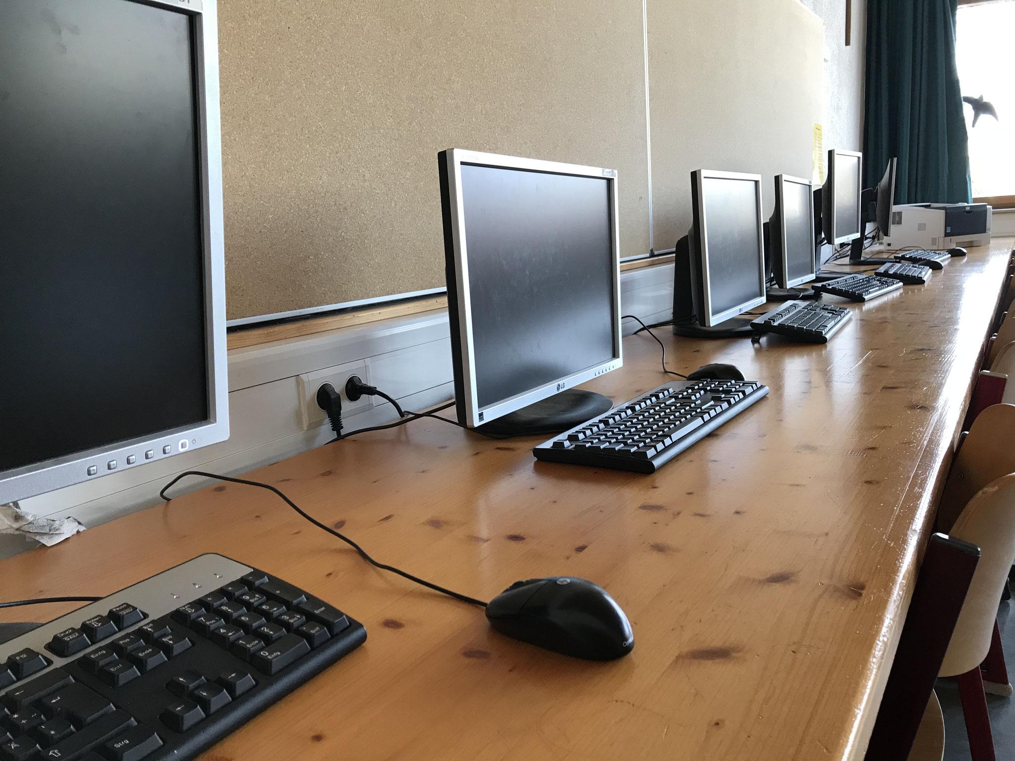 PC-Räume mit insgesamt knapp 40 Arbeitsplätzen