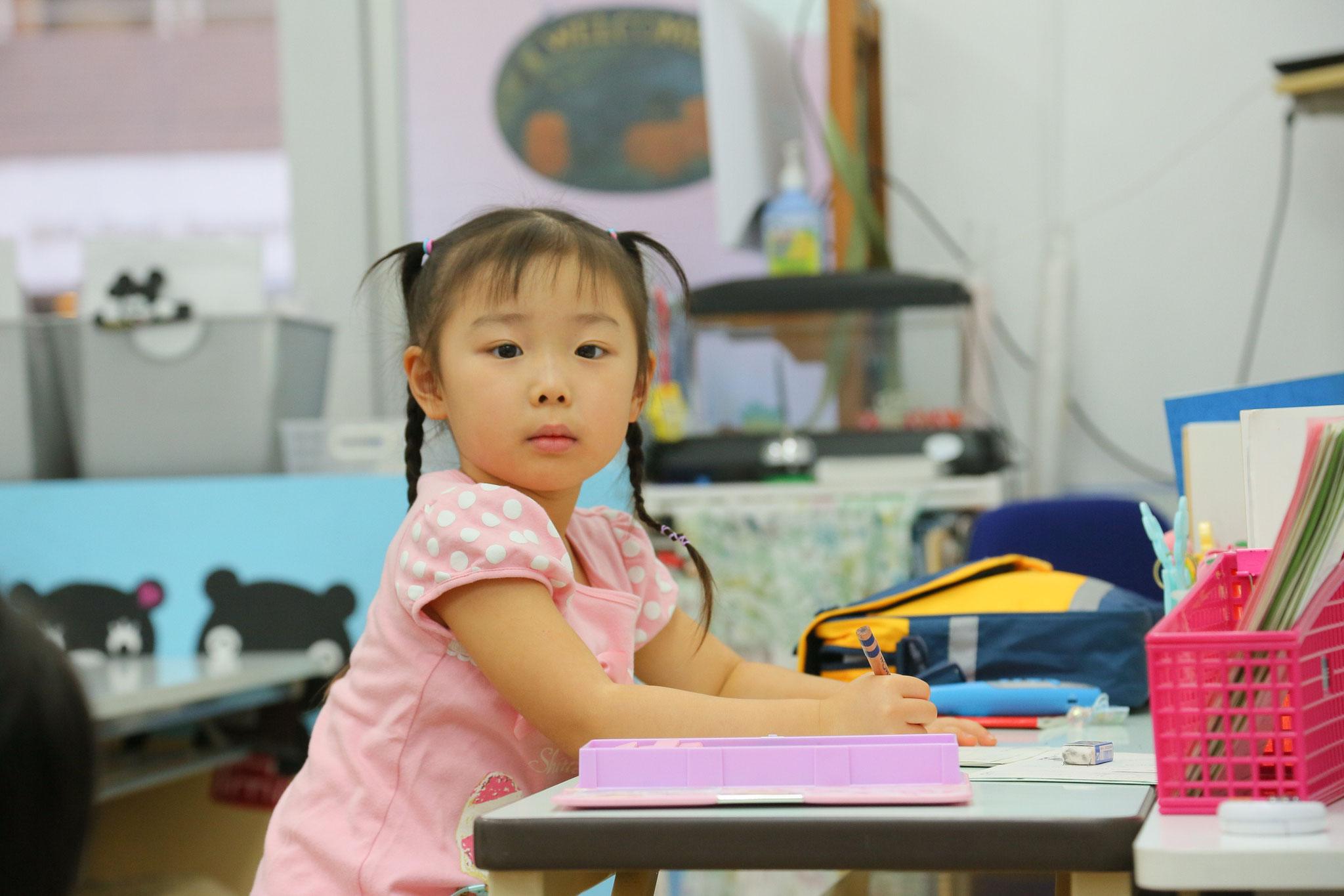 保育園が終わって遅い時間でもがくしゅうができるの!(7時からでも英数国の3教科がばっちり学習できます)