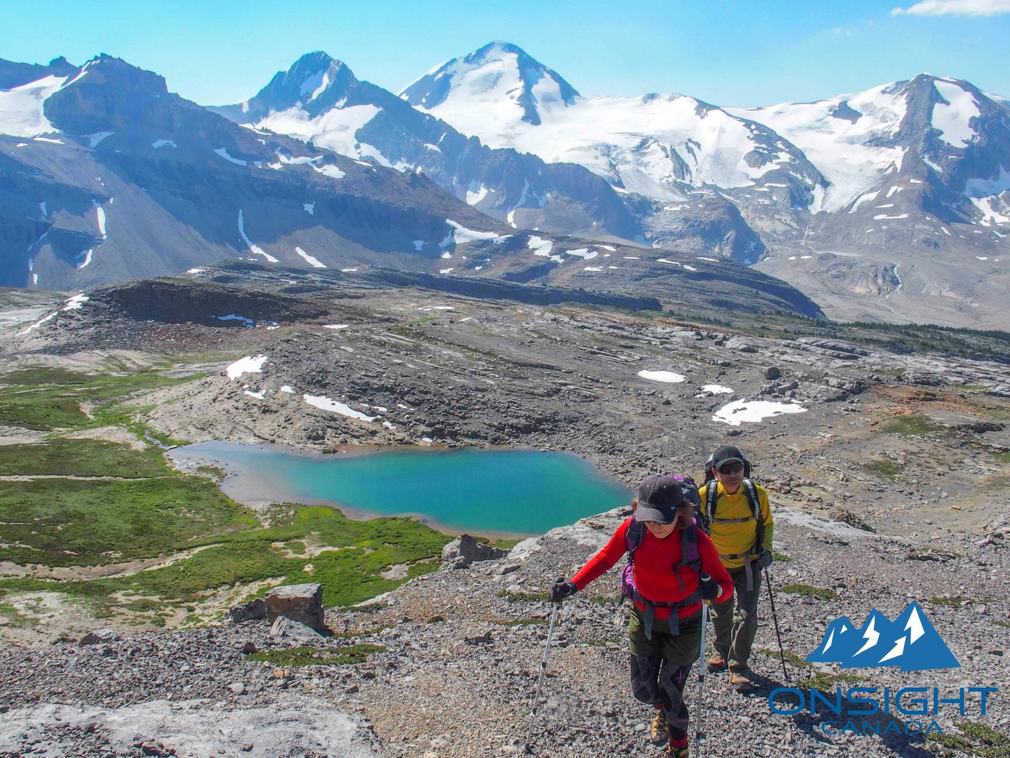 山上の氷河湖