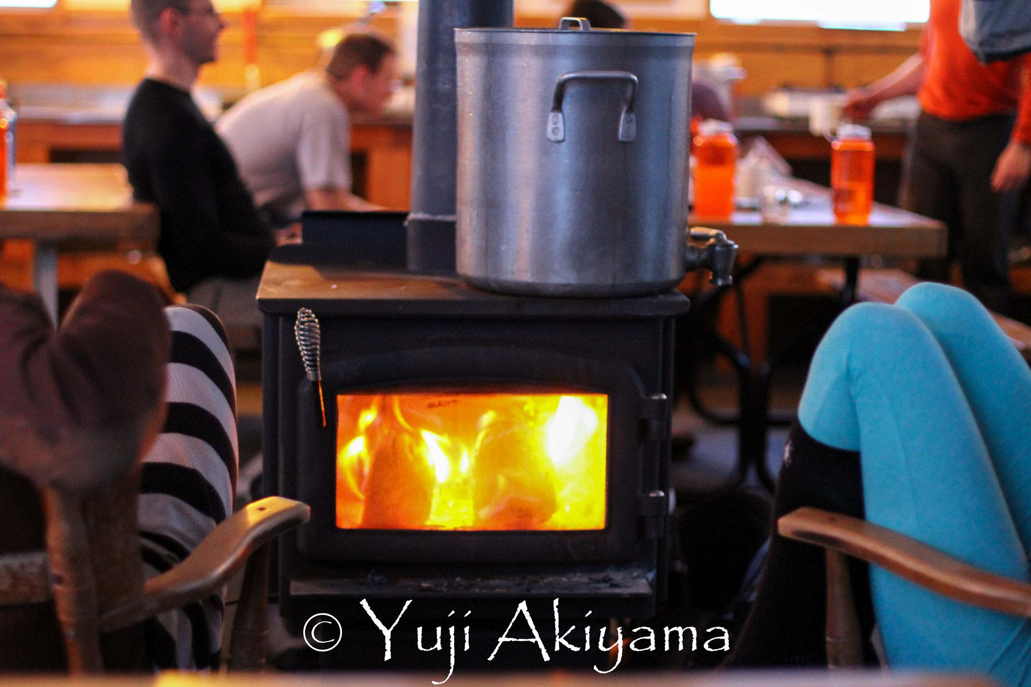 暖炉の周りでのくつろぎタイム